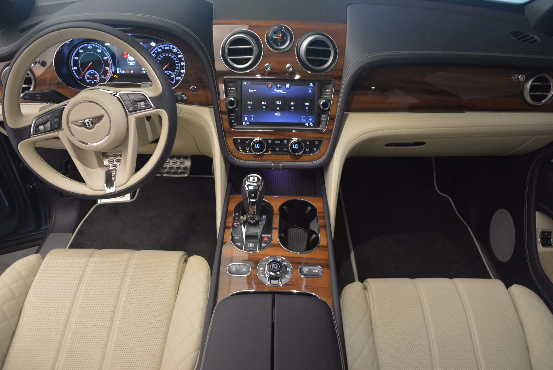 New 2018 Bentley Bentayga  For Sale In Greenwich, CT. Alfa Romeo of Greenwich, B1271 1342_p26