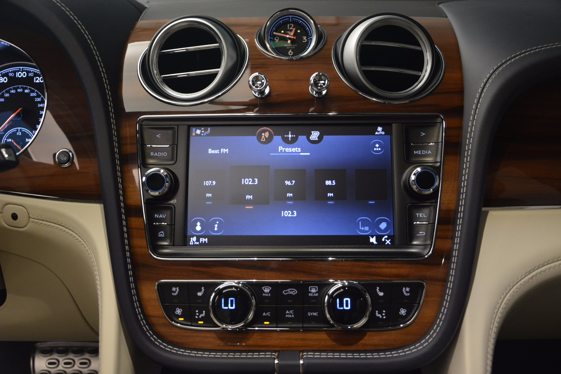 New 2018 Bentley Bentayga  For Sale In Greenwich, CT. Alfa Romeo of Greenwich, B1271 1342_p30