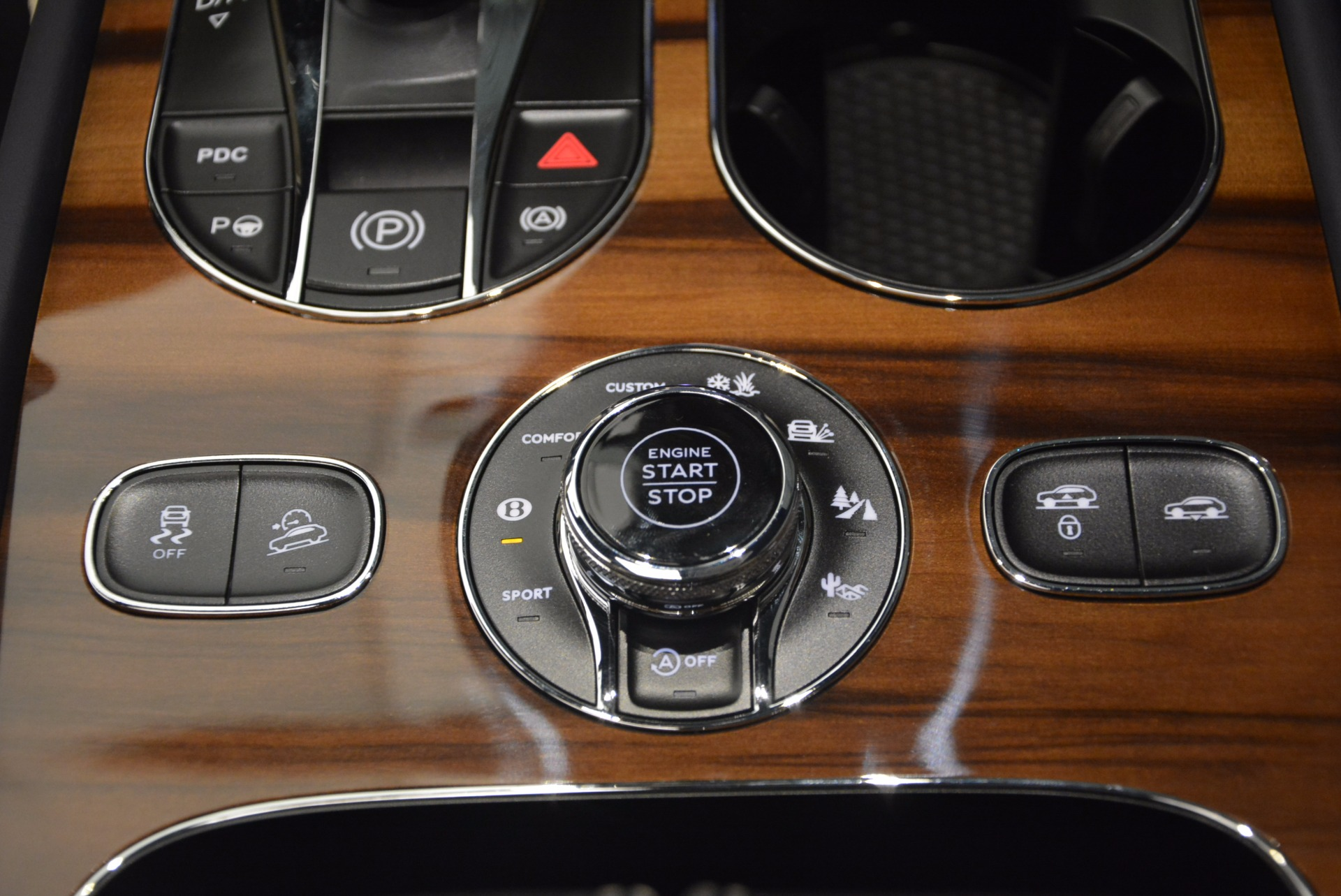 New 2018 Bentley Bentayga  For Sale In Greenwich, CT. Alfa Romeo of Greenwich, B1271 1342_p32