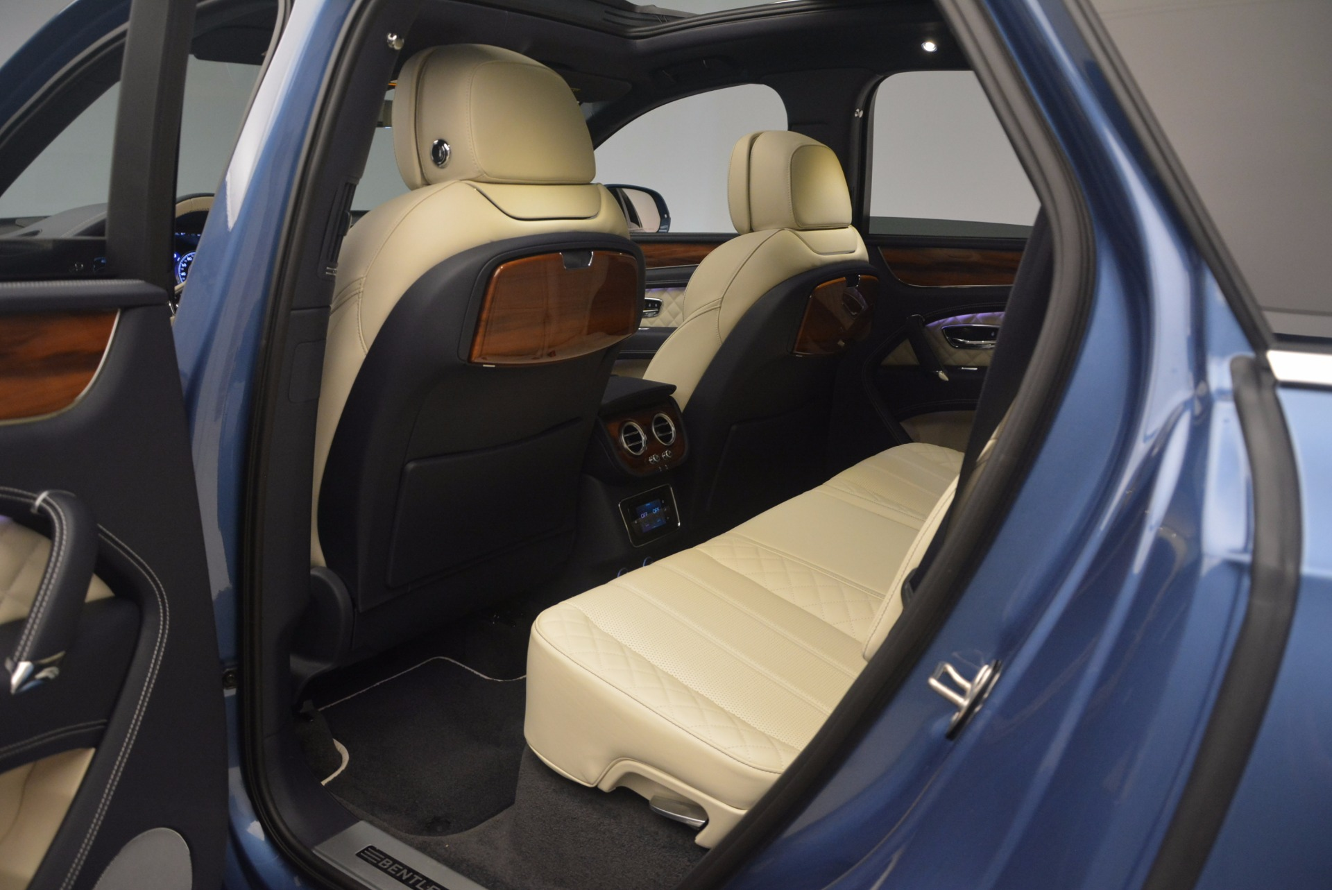New 2018 Bentley Bentayga  For Sale In Greenwich, CT. Alfa Romeo of Greenwich, B1271 1342_p35