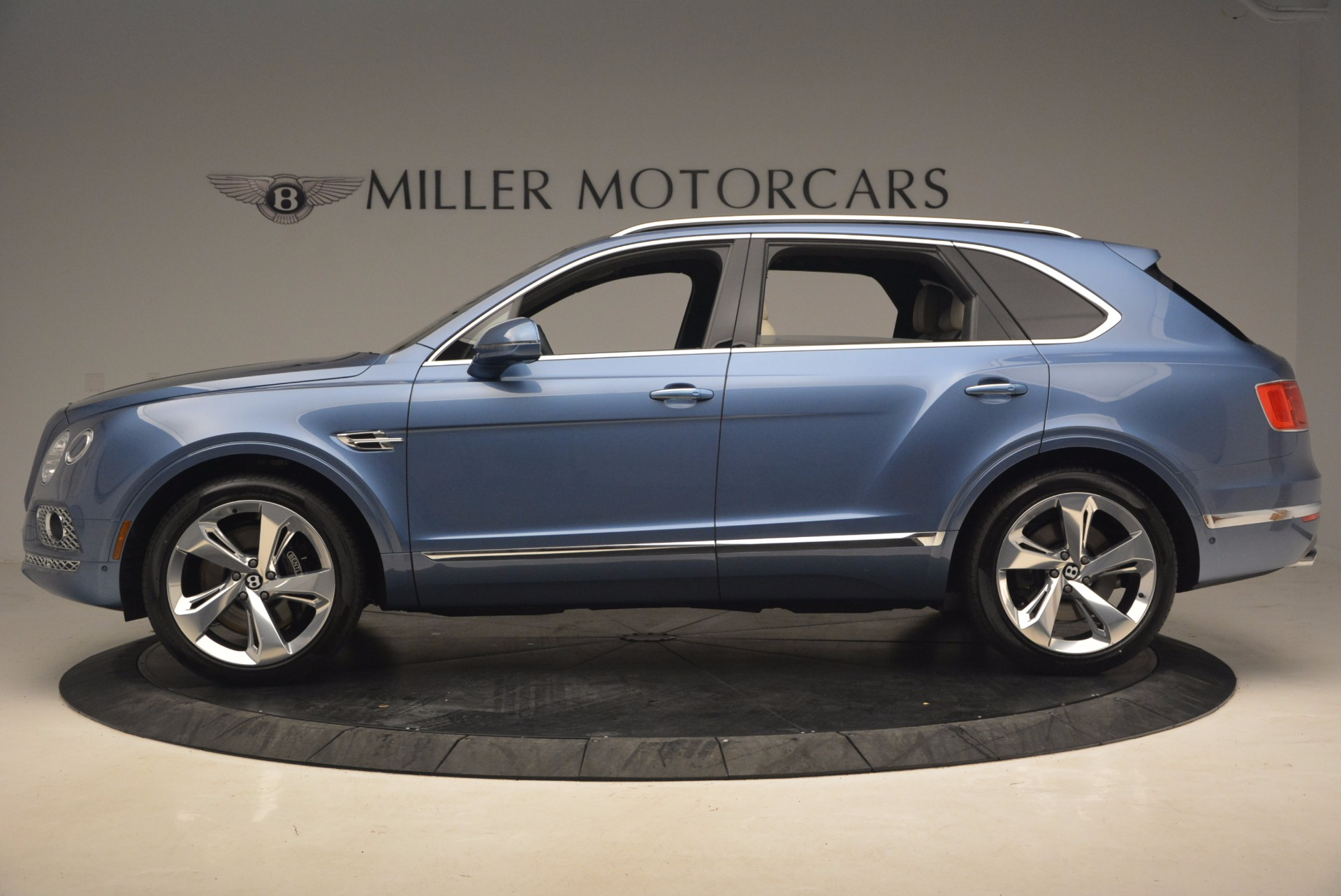 New 2018 Bentley Bentayga  For Sale In Greenwich, CT. Alfa Romeo of Greenwich, B1271 1342_p3