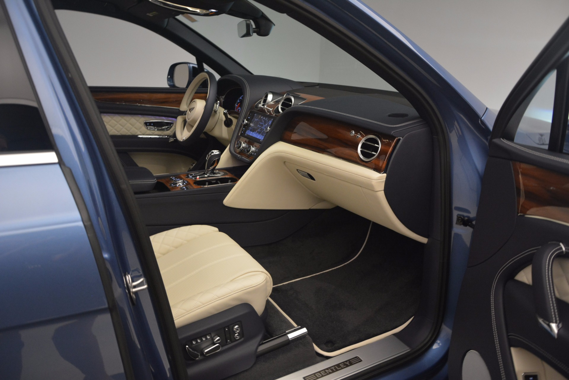 New 2018 Bentley Bentayga  For Sale In Greenwich, CT. Alfa Romeo of Greenwich, B1271 1342_p43