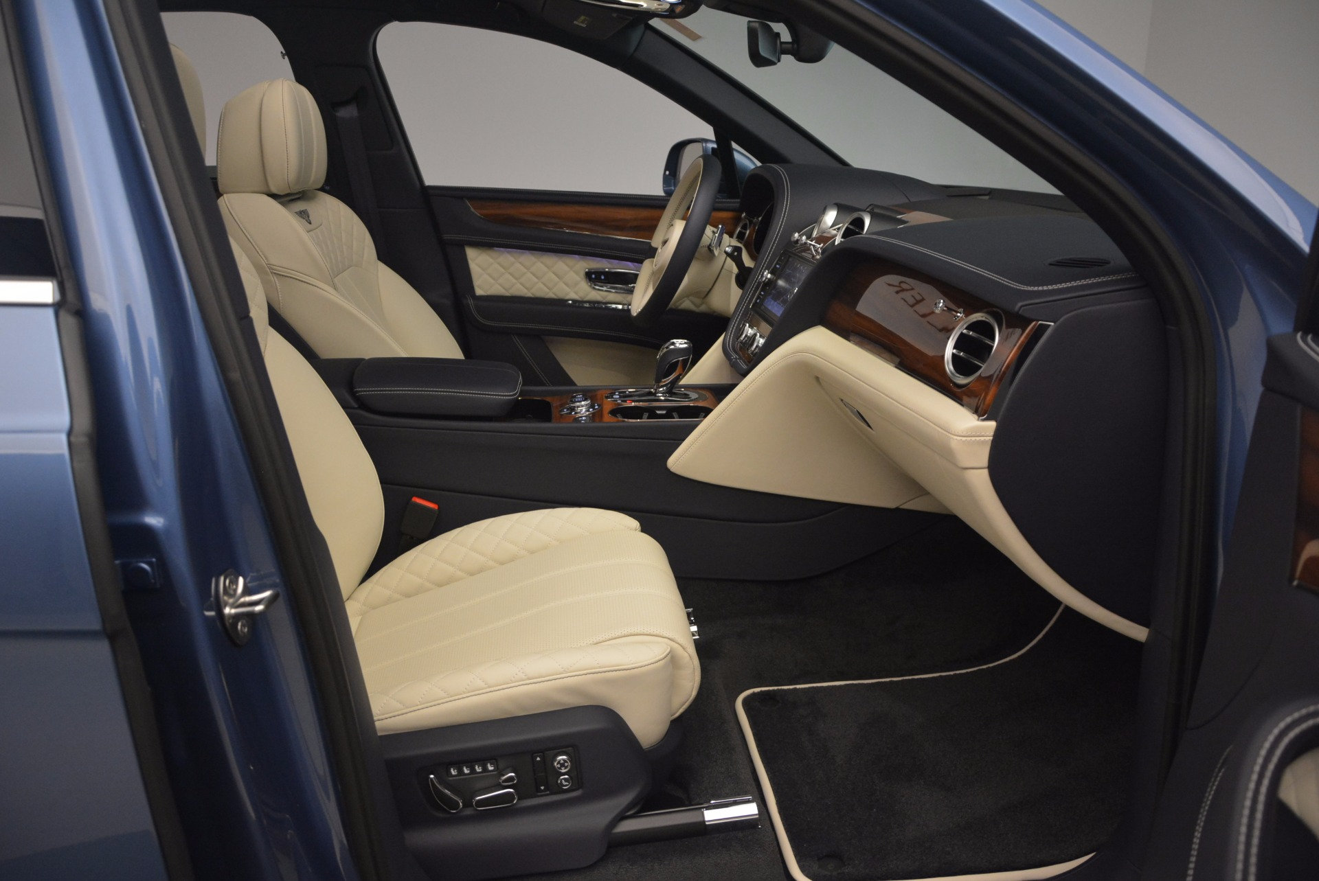 New 2018 Bentley Bentayga  For Sale In Greenwich, CT. Alfa Romeo of Greenwich, B1271 1342_p44