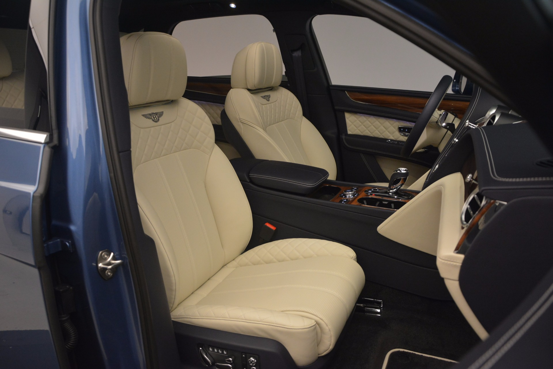New 2018 Bentley Bentayga  For Sale In Greenwich, CT. Alfa Romeo of Greenwich, B1271 1342_p45
