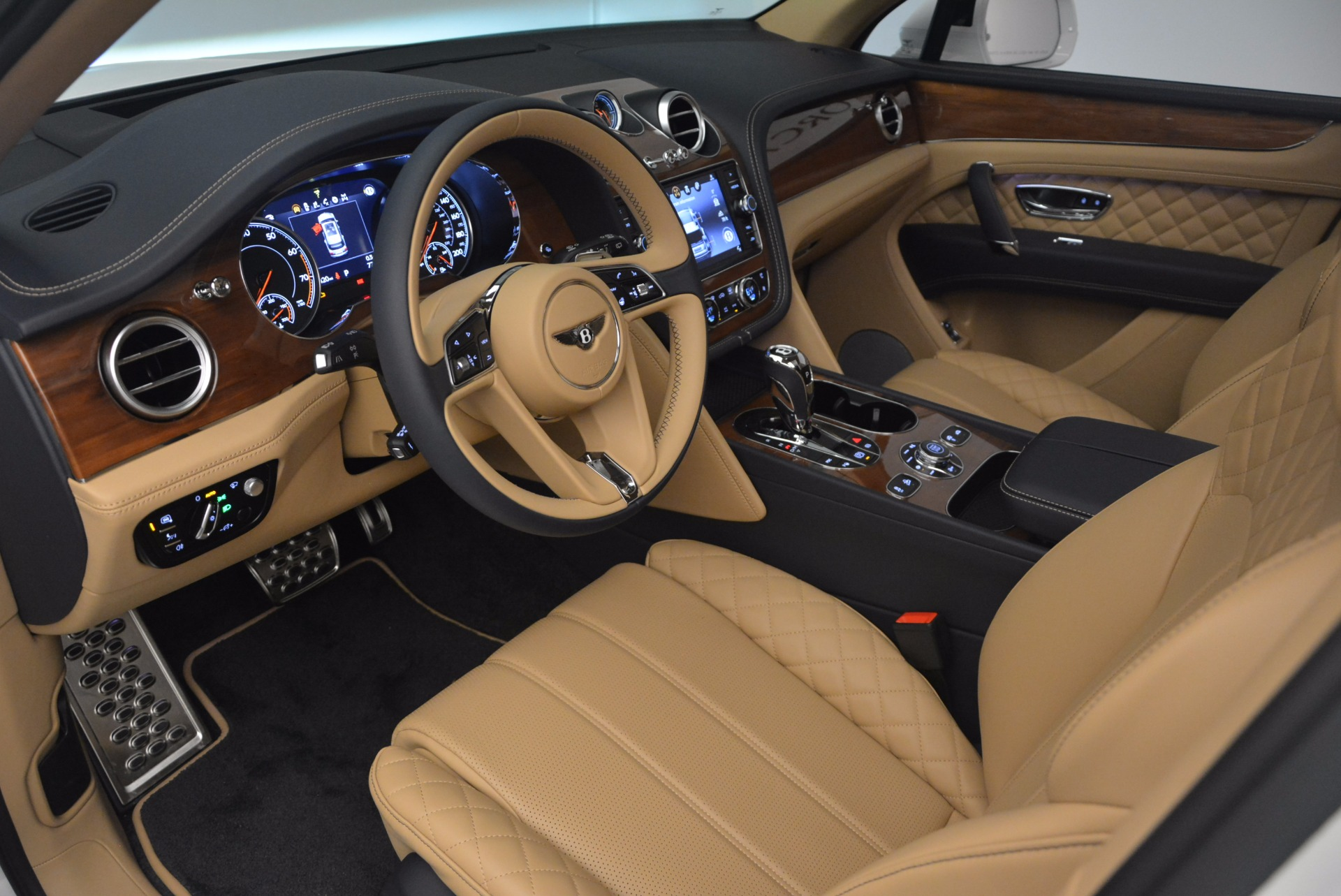 New 2018 Bentley Bentayga W12 Signature For Sale In Greenwich, CT. Alfa Romeo of Greenwich, B1275 1358_p20