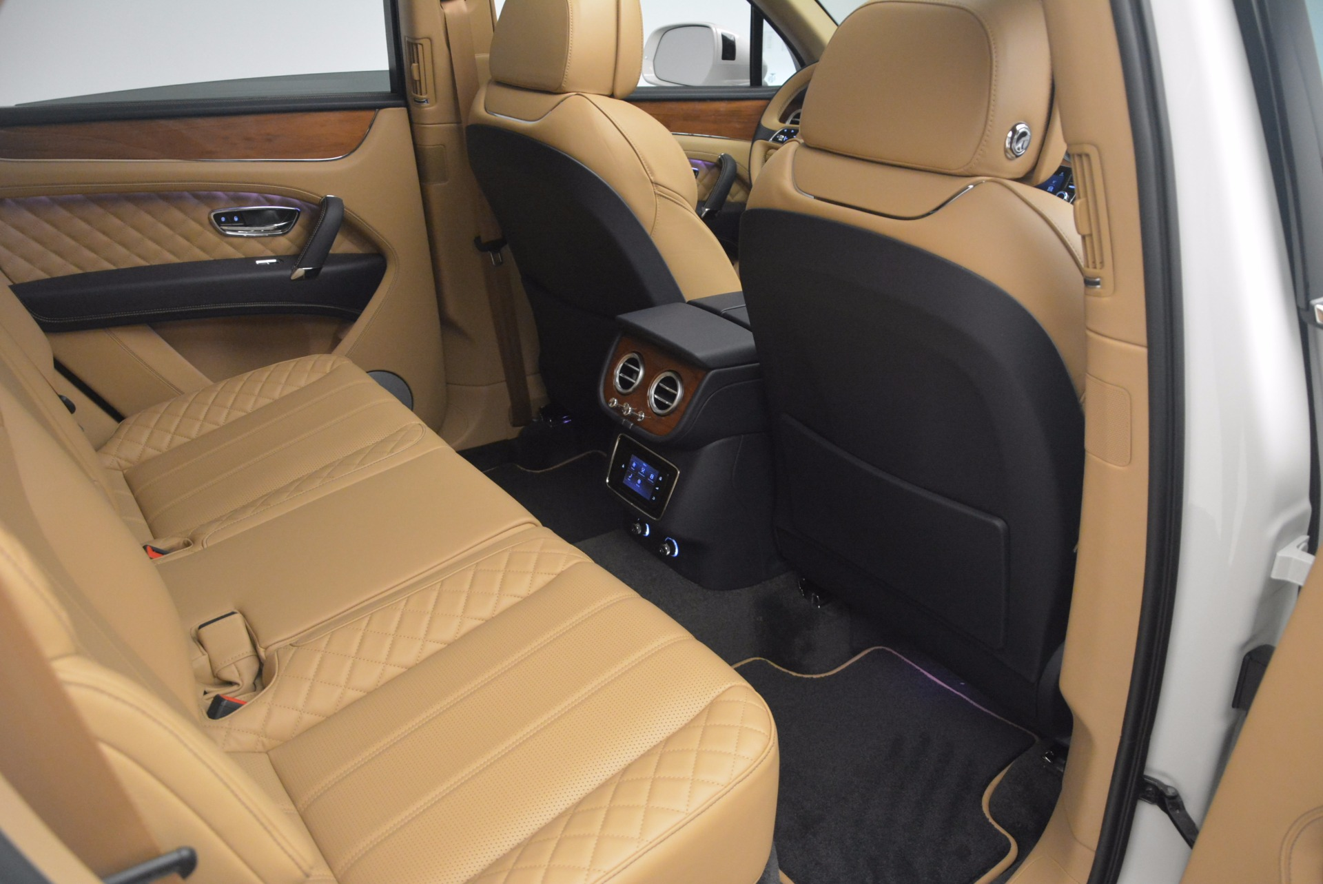 New 2018 Bentley Bentayga W12 Signature For Sale In Greenwich, CT. Alfa Romeo of Greenwich, B1275 1358_p24