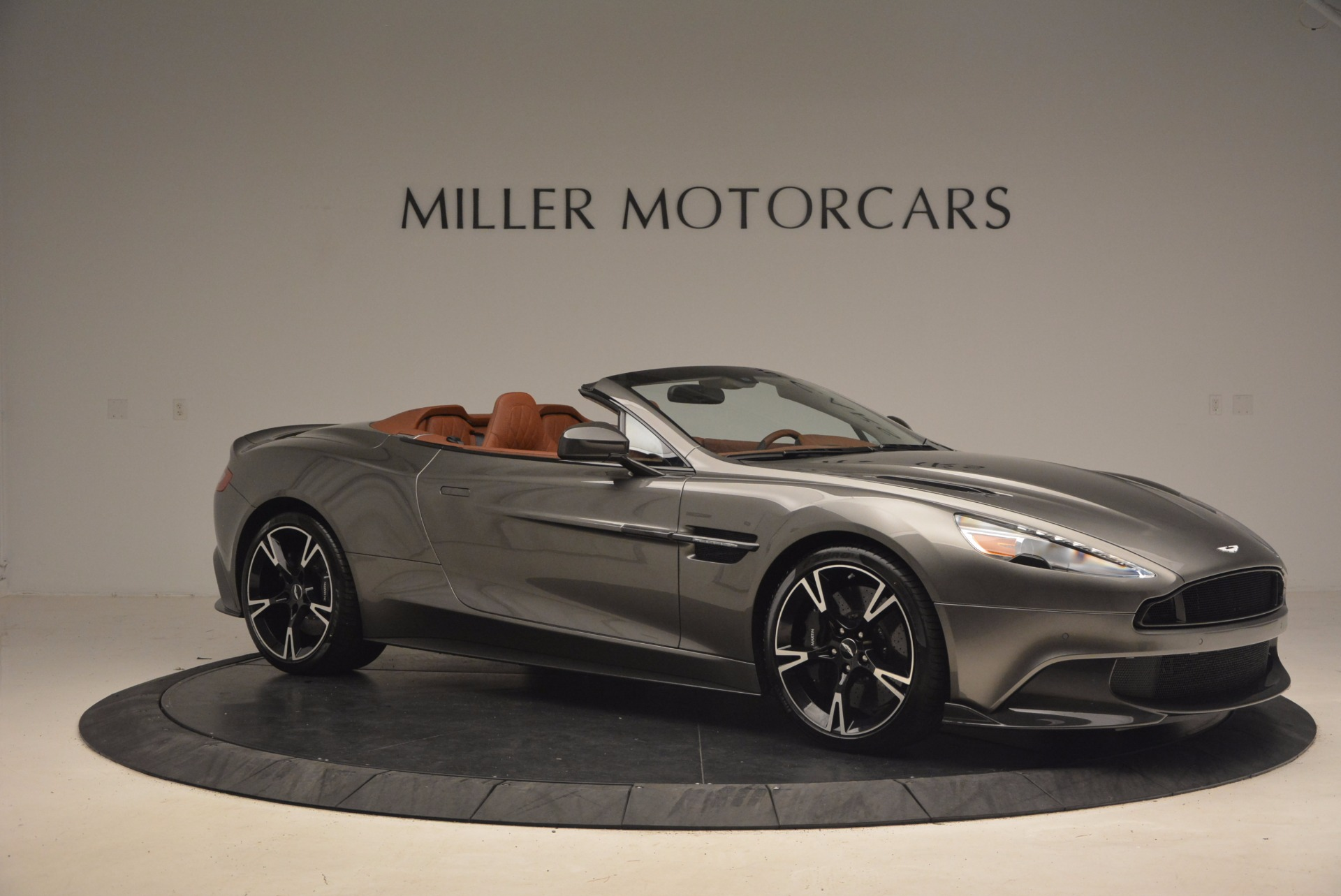 Used 2018 Aston Martin Vanquish S Convertible For Sale In Greenwich, CT. Alfa Romeo of Greenwich, A1246B 1362_p10