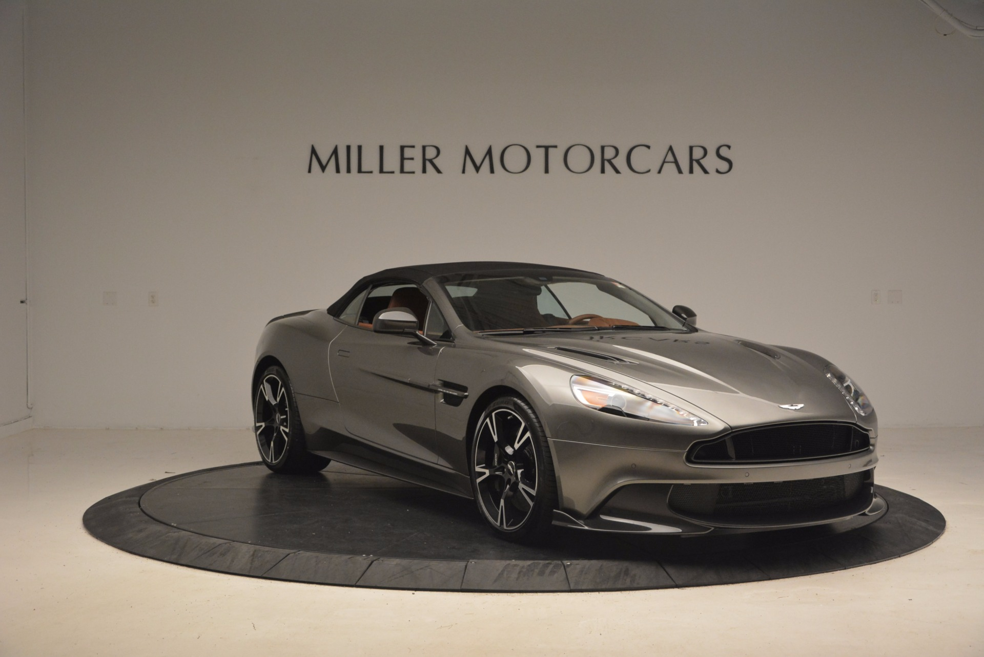 Used 2018 Aston Martin Vanquish S Convertible For Sale In Greenwich, CT. Alfa Romeo of Greenwich, A1246B 1362_p18