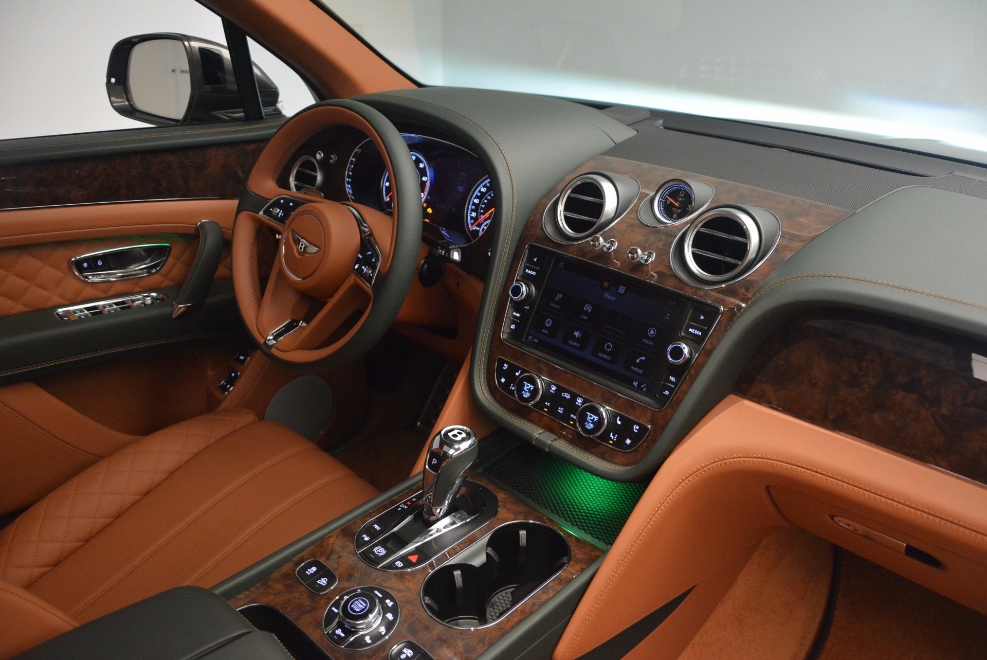 New 2018 Bentley Bentayga  For Sale In Greenwich, CT. Alfa Romeo of Greenwich, B1274 1363_p49