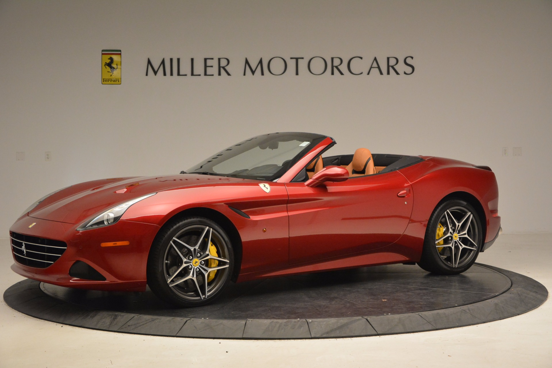 Used 2017 Ferrari California T  For Sale In Greenwich, CT. Alfa Romeo of Greenwich, F1794B 1395_p2
