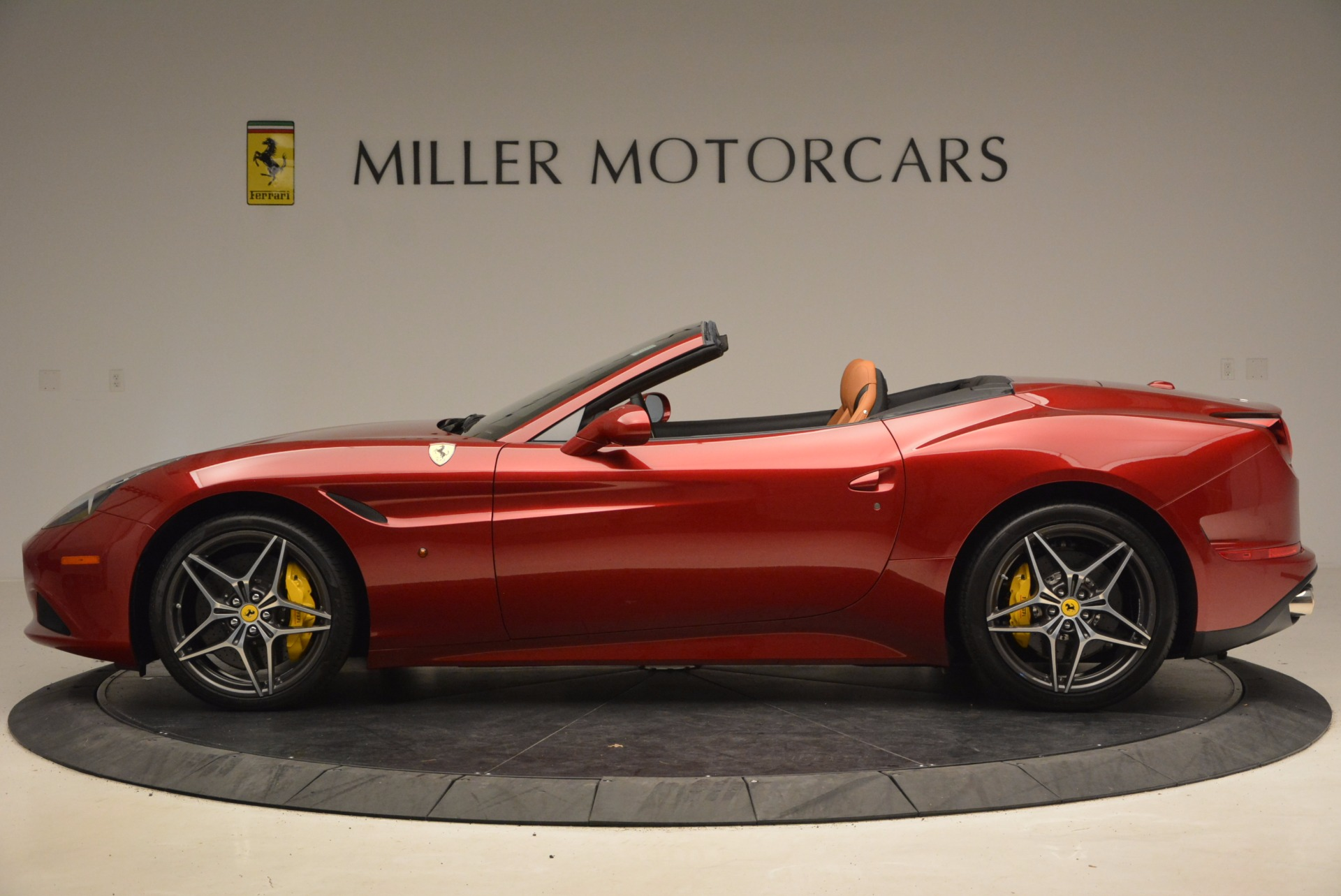 Used 2017 Ferrari California T  For Sale In Greenwich, CT. Alfa Romeo of Greenwich, F1794B 1395_p3