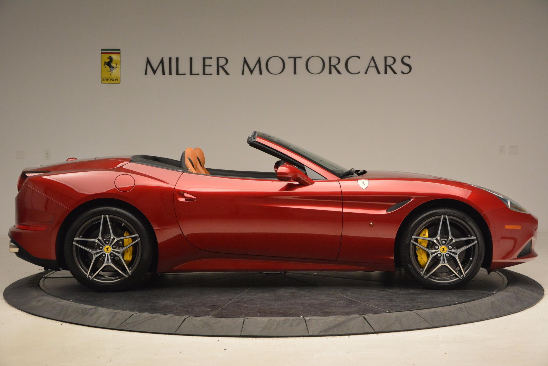 Used 2017 Ferrari California T  For Sale In Greenwich, CT. Alfa Romeo of Greenwich, F1794B 1395_p9