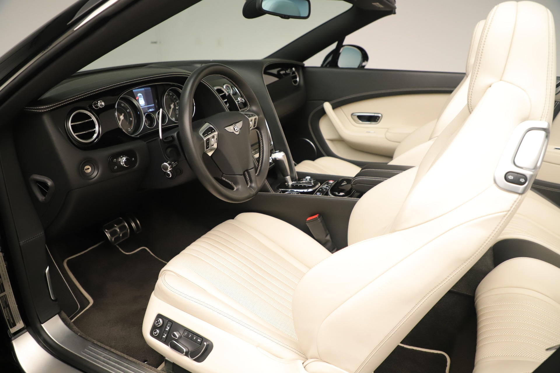 Used 2016 Bentley Continental GT V8 S Convertible  For Sale In Greenwich, CT. Alfa Romeo of Greenwich, B1132 14_p22