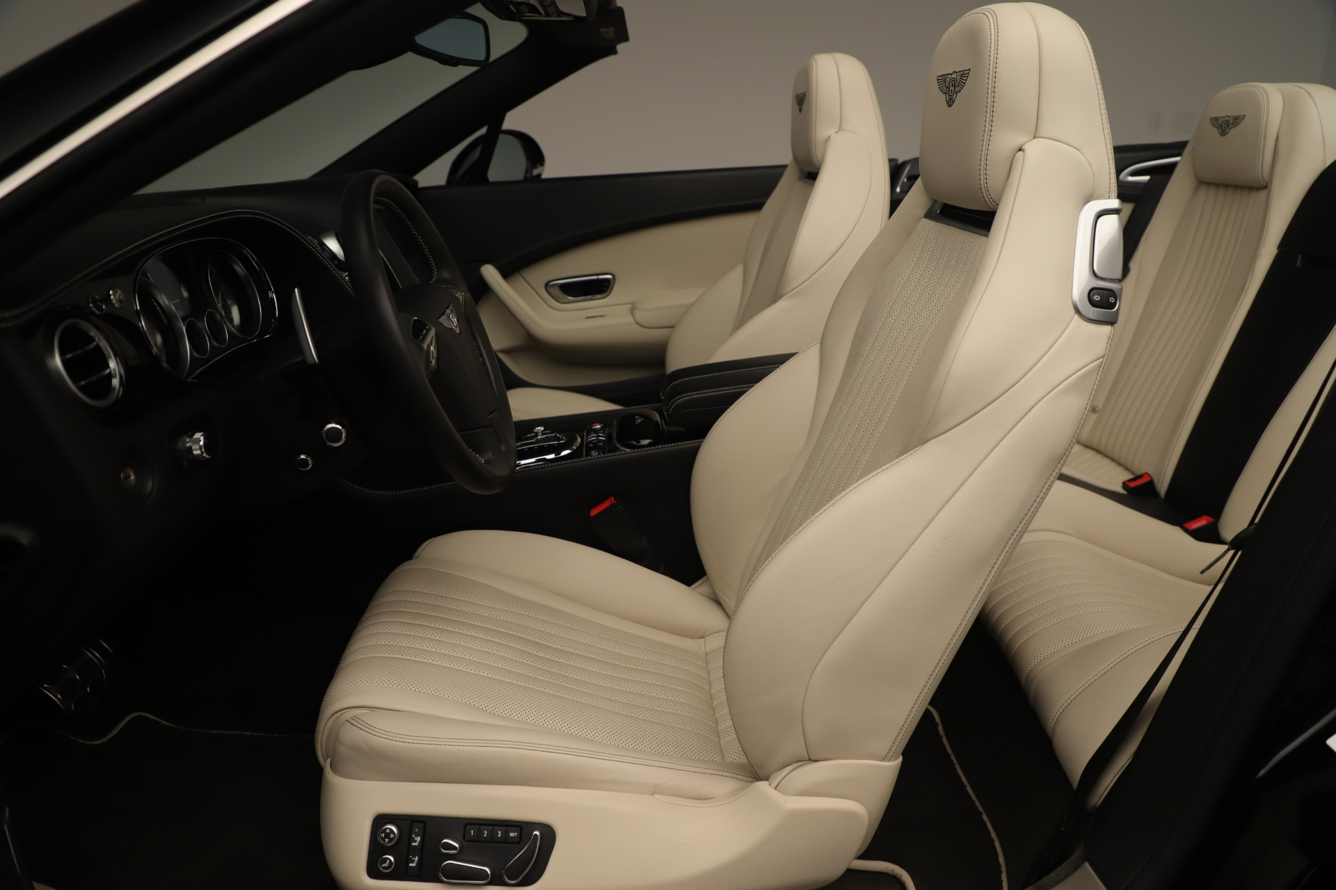 Used 2016 Bentley Continental GT V8 S Convertible  For Sale In Greenwich, CT. Alfa Romeo of Greenwich, B1132 14_p23