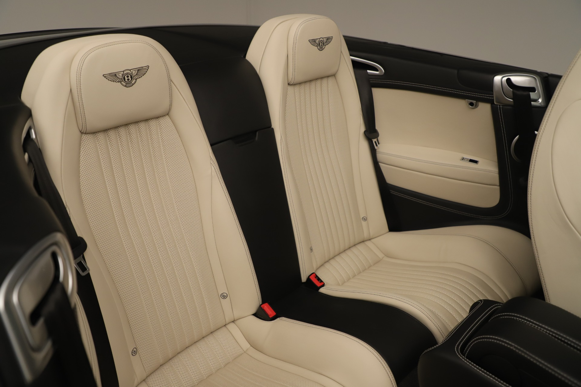 Used 2016 Bentley Continental GT V8 S Convertible  For Sale In Greenwich, CT. Alfa Romeo of Greenwich, B1132 14_p33