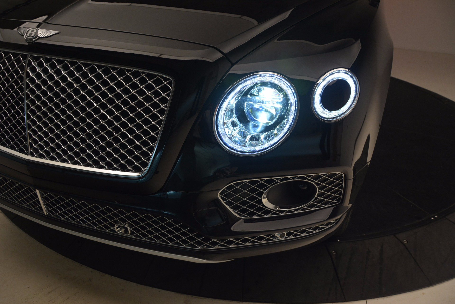 New 2018 Bentley Bentayga Signature For Sale In Greenwich, CT. Alfa Romeo of Greenwich, B1284 1424_p17