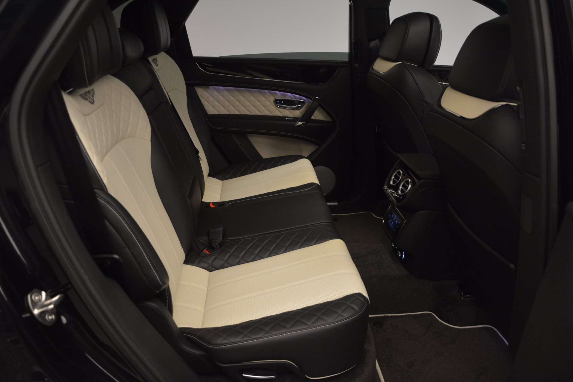 New 2018 Bentley Bentayga Signature For Sale In Greenwich, CT. Alfa Romeo of Greenwich, B1284 1424_p39