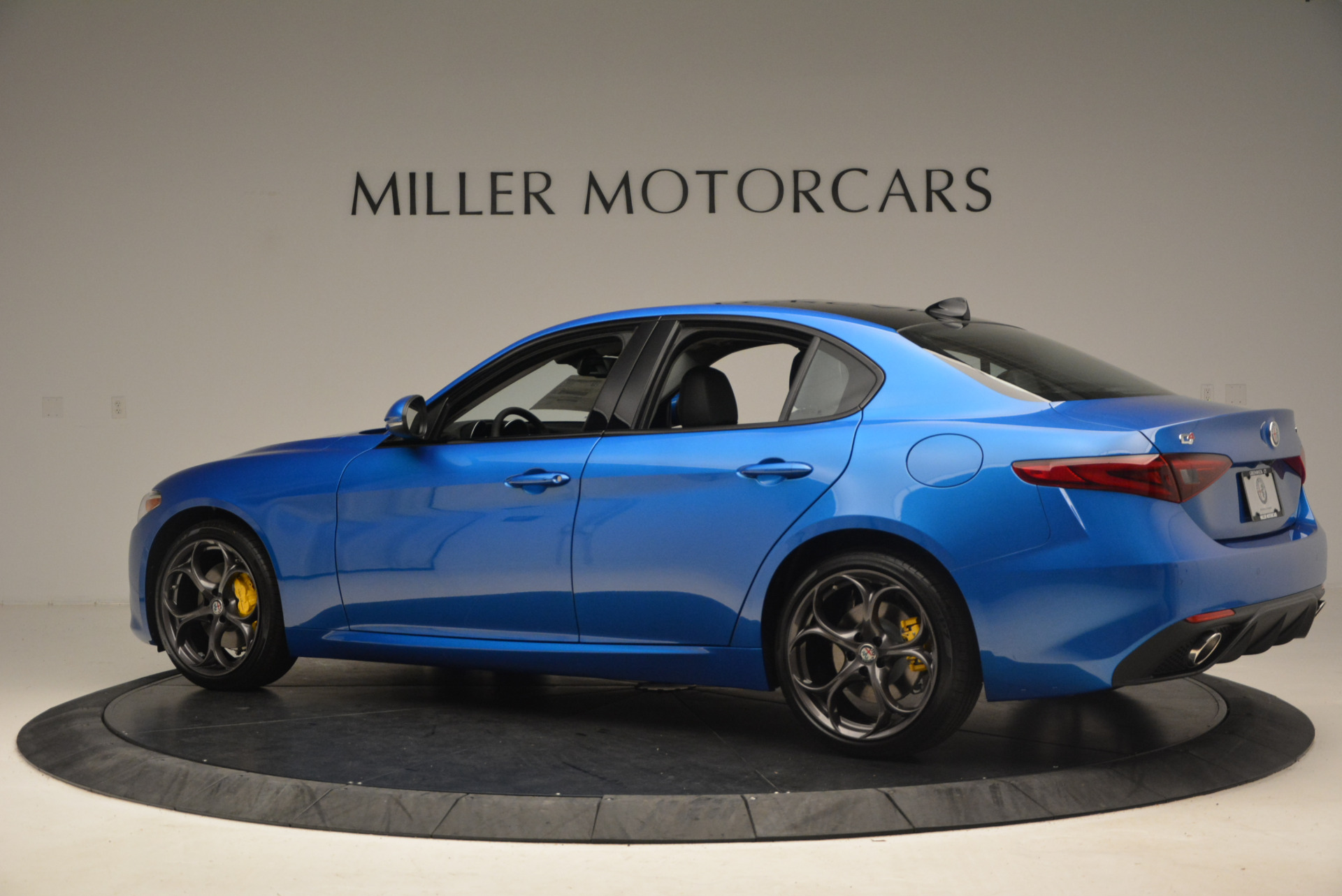 New 2017 Alfa Romeo Giulia Ti Sport Q4 For Sale In Greenwich, CT. Alfa Romeo of Greenwich, LW097 1433_p4
