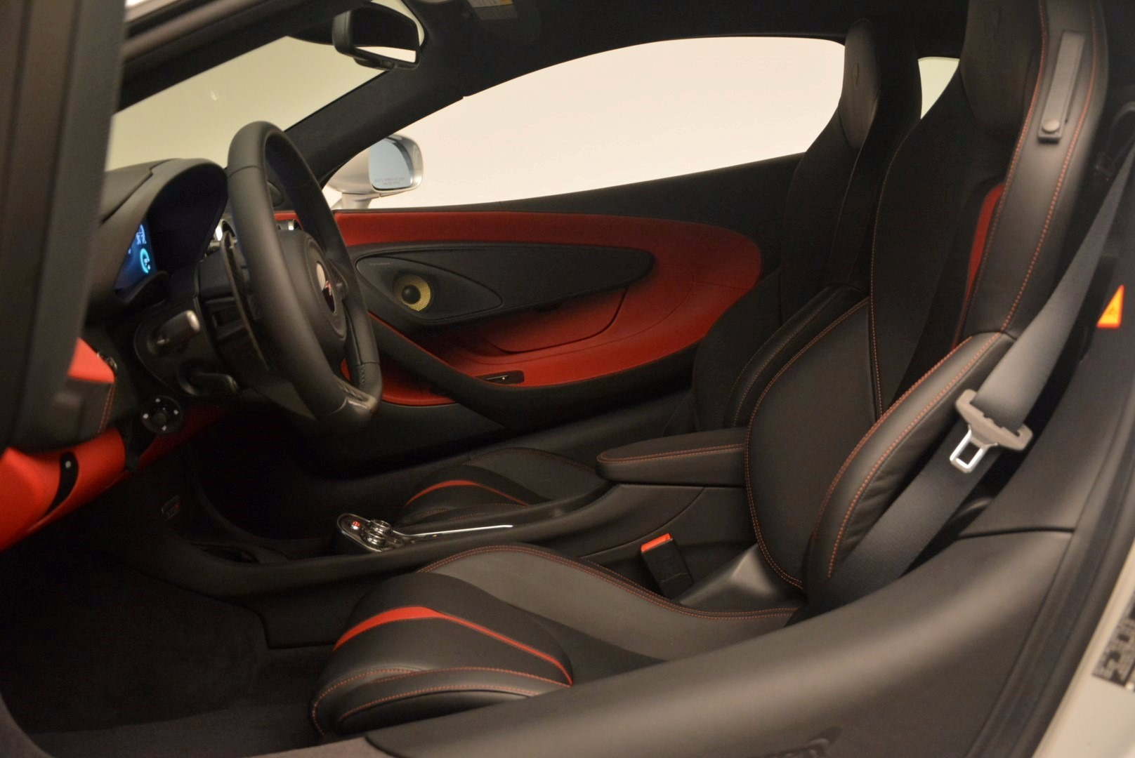 Used 2017 McLaren 570S  For Sale In Greenwich, CT. Alfa Romeo of Greenwich, MC300 1453_p16