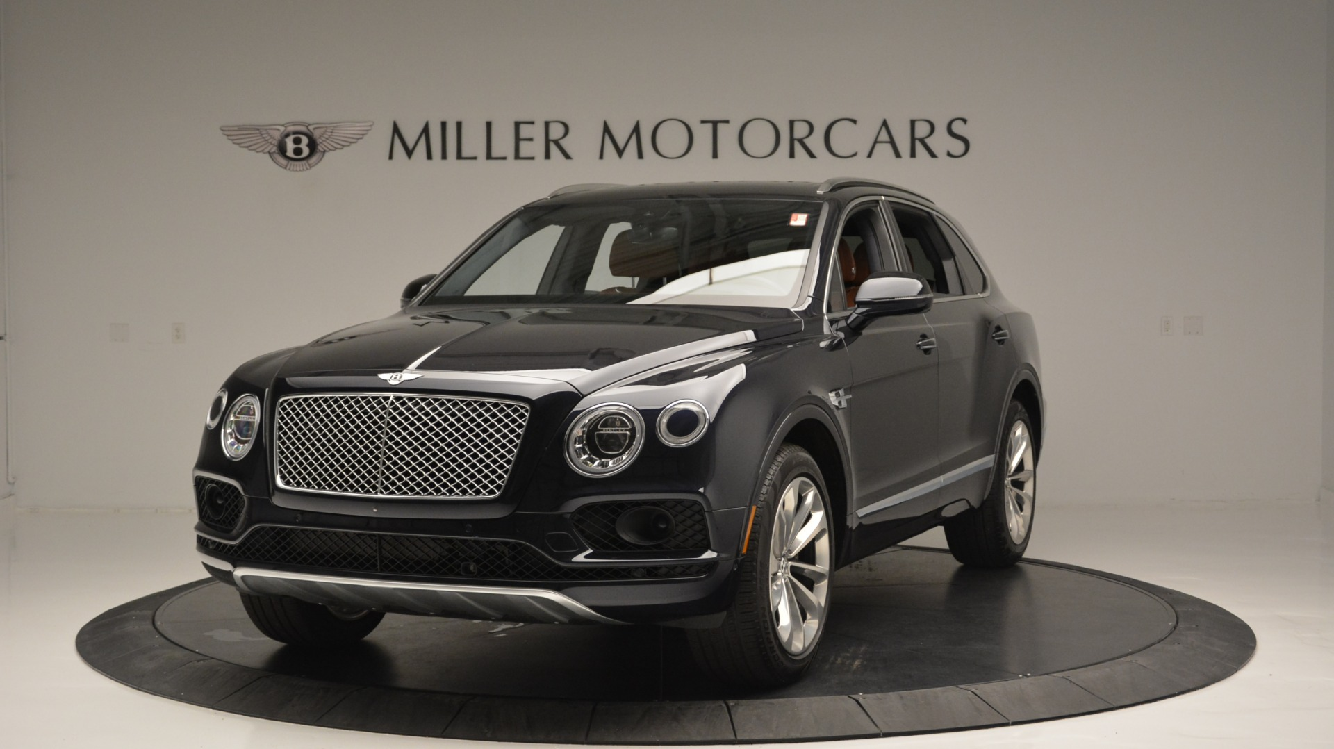 Used 2018 Bentley Bentayga W12 Signature For Sale In Greenwich, CT. Alfa Romeo of Greenwich, B1289