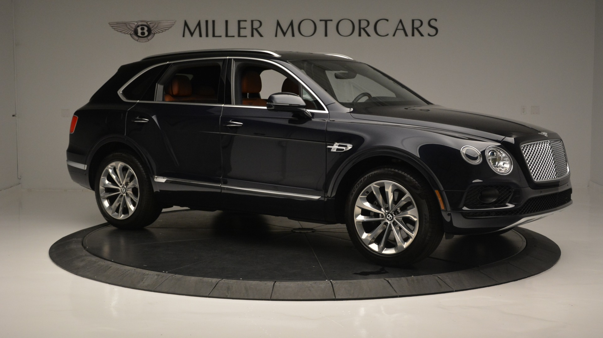 Used 2018 Bentley Bentayga W12 Signature For Sale In Greenwich, CT. Alfa Romeo of Greenwich, B1289 1468_p10