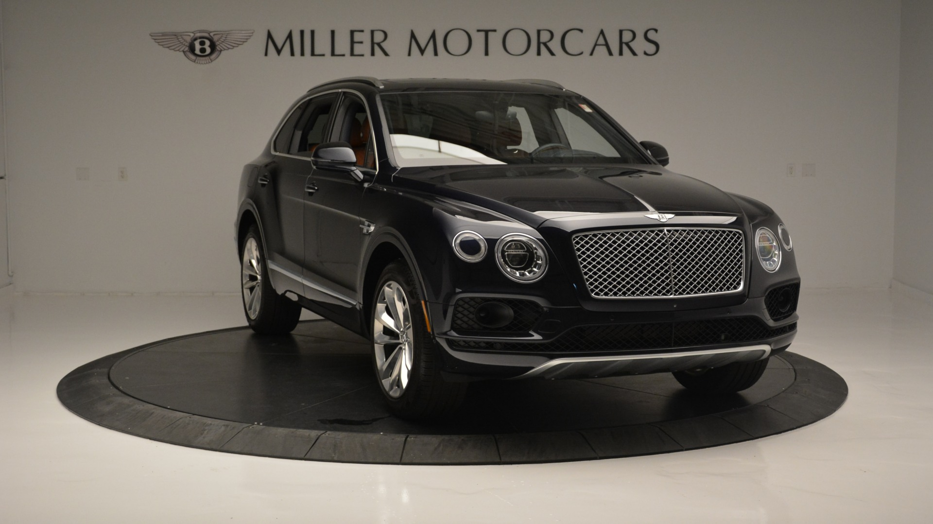 Used 2018 Bentley Bentayga W12 Signature For Sale In Greenwich, CT. Alfa Romeo of Greenwich, B1289 1468_p11