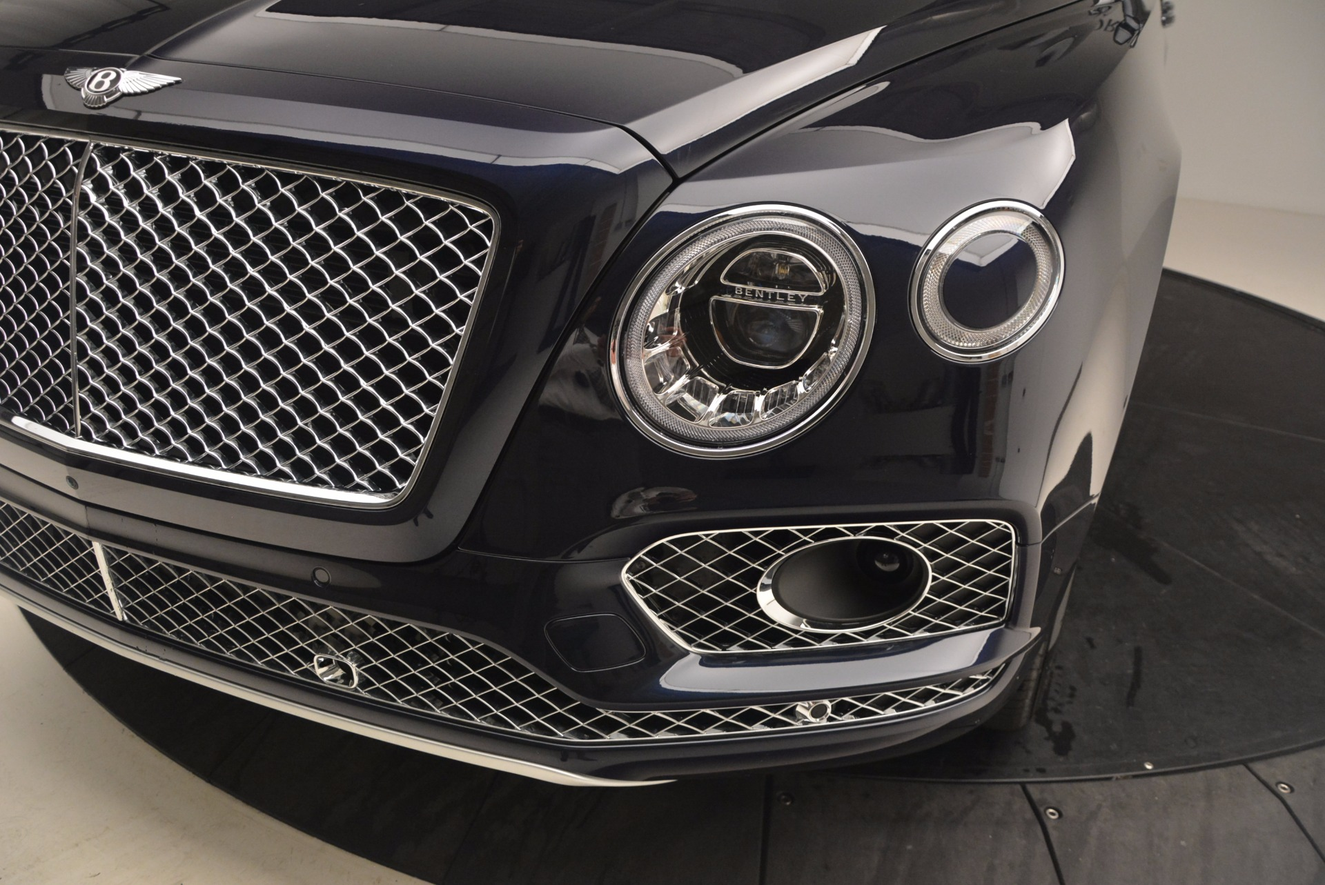 Used 2018 Bentley Bentayga W12 Signature For Sale In Greenwich, CT. Alfa Romeo of Greenwich, B1289 1468_p15