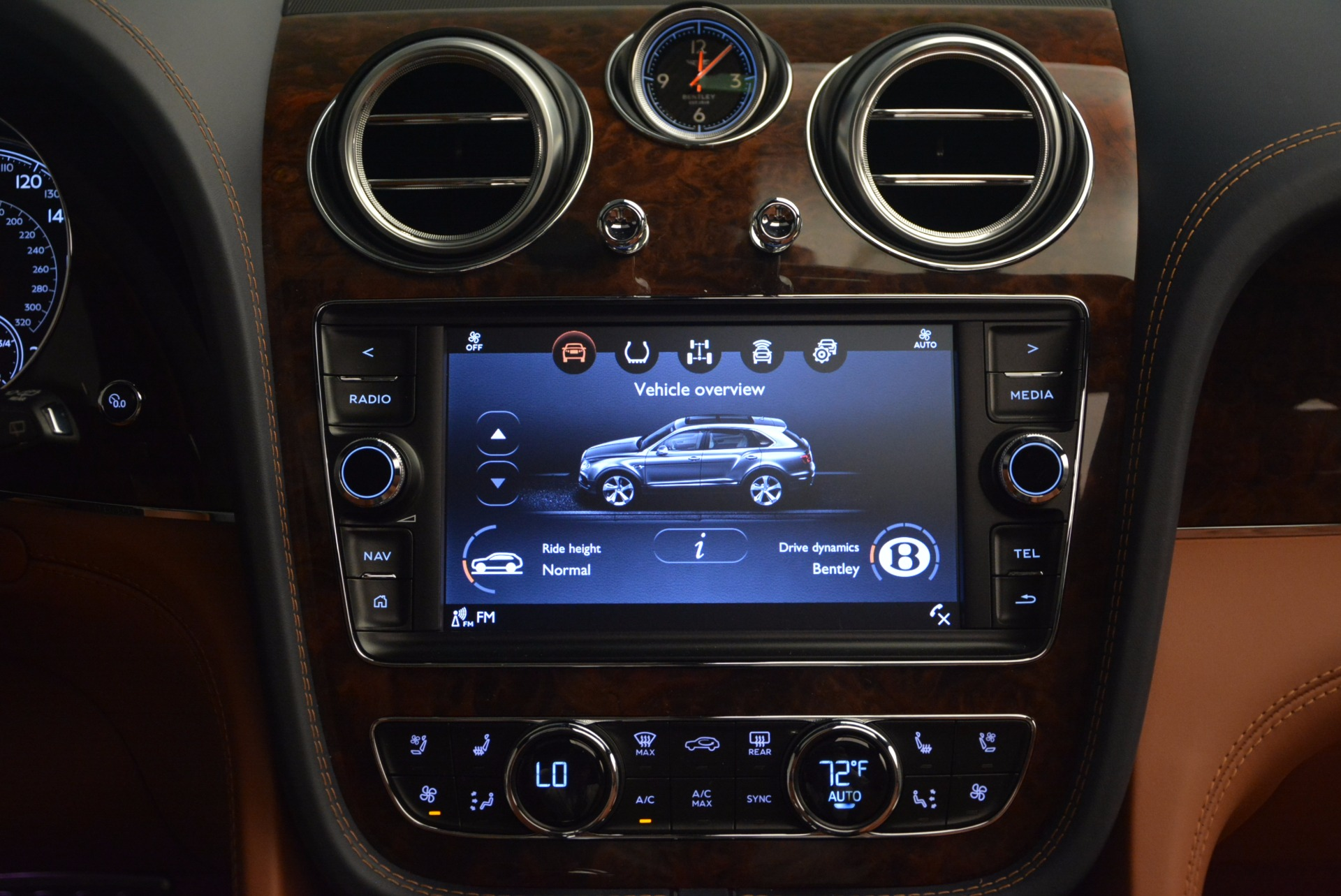 Used 2018 Bentley Bentayga W12 Signature For Sale In Greenwich, CT. Alfa Romeo of Greenwich, B1289 1468_p48