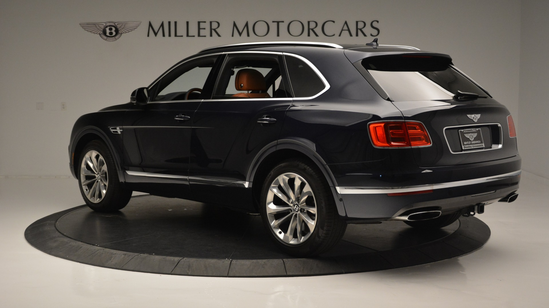 Used 2018 Bentley Bentayga W12 Signature For Sale In Greenwich, CT. Alfa Romeo of Greenwich, B1289 1468_p4