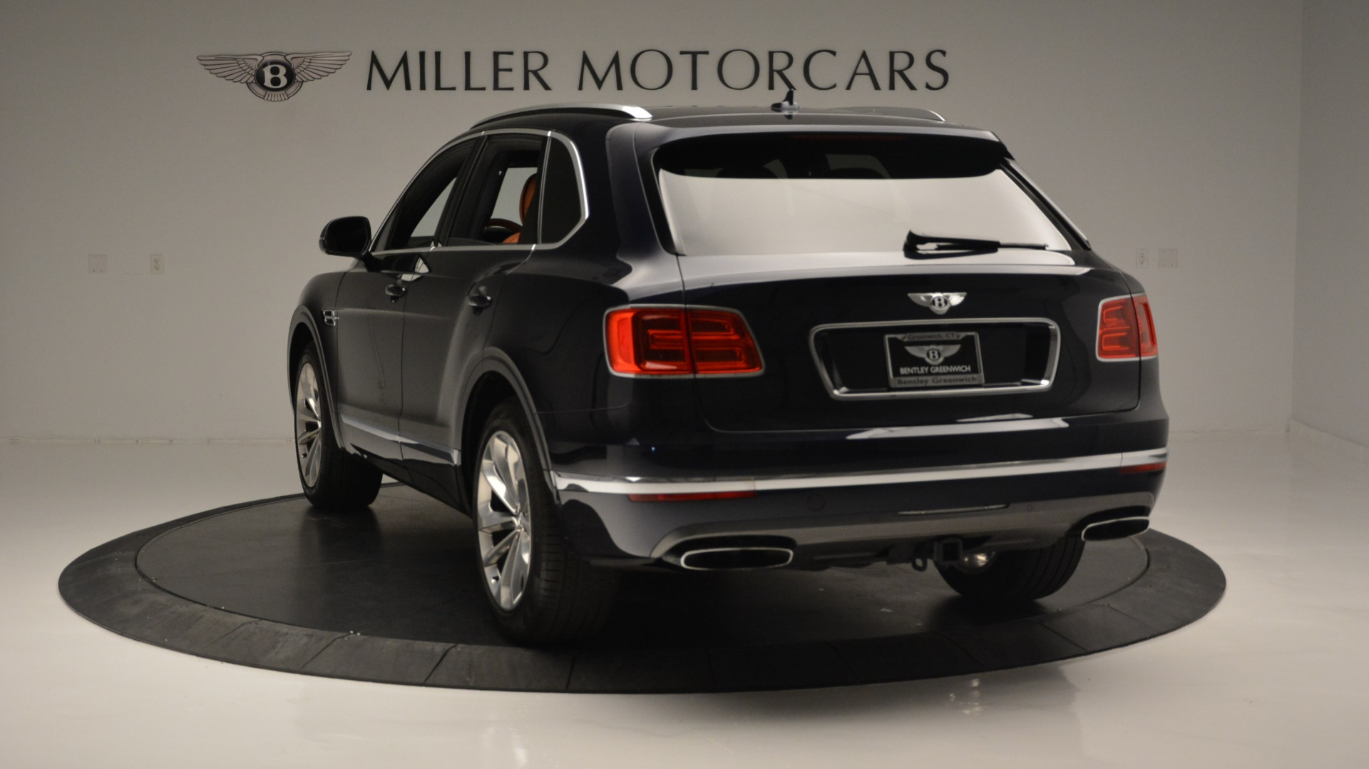 Used 2018 Bentley Bentayga W12 Signature For Sale In Greenwich, CT. Alfa Romeo of Greenwich, B1289 1468_p5
