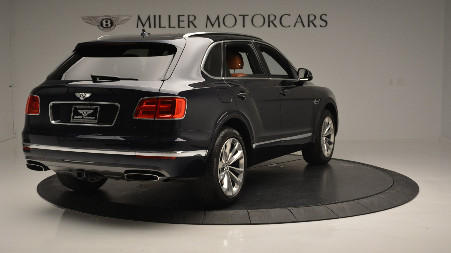Used 2018 Bentley Bentayga W12 Signature For Sale In Greenwich, CT. Alfa Romeo of Greenwich, B1289 1468_p7