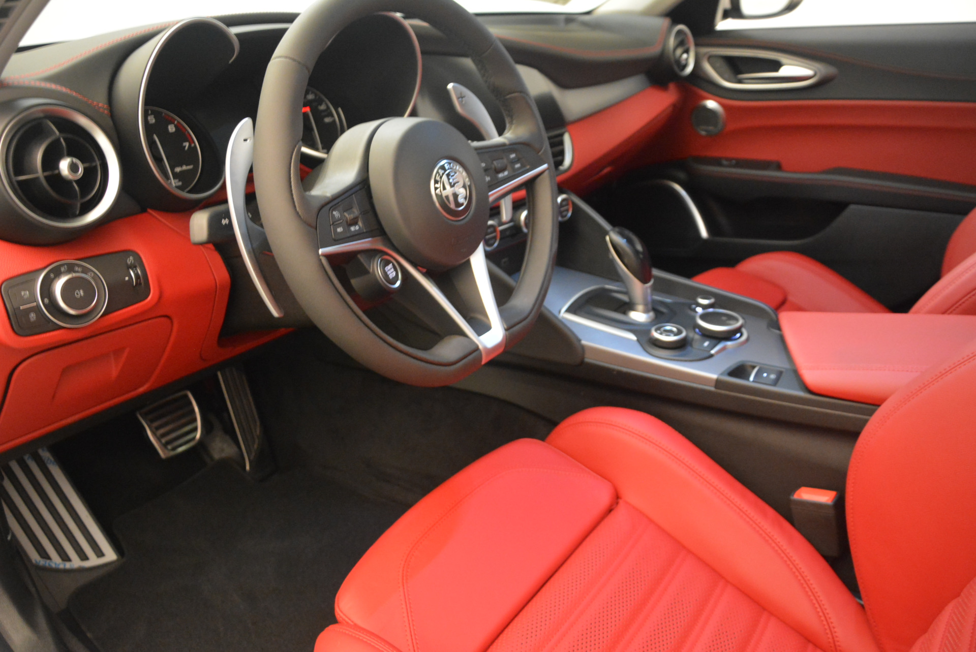 New 2017 Alfa Romeo Giulia Ti Sport Q4 For Sale In Greenwich, CT. Alfa Romeo of Greenwich, L205 1487_p13
