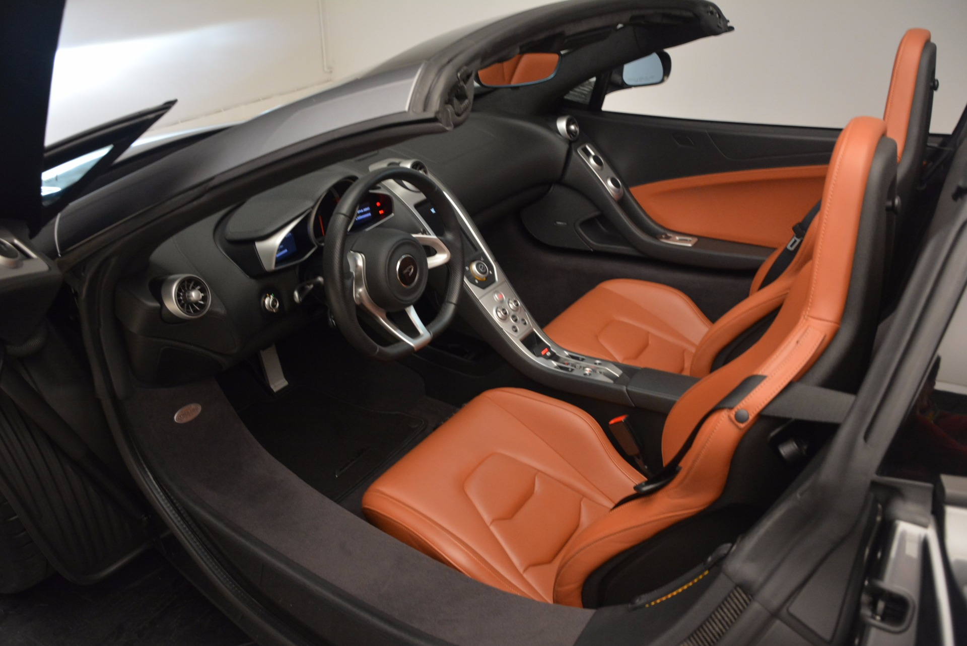 Used 2014 McLaren MP4-12C Convertible For Sale In Greenwich, CT. Alfa Romeo of Greenwich, 3175A 1510_p29