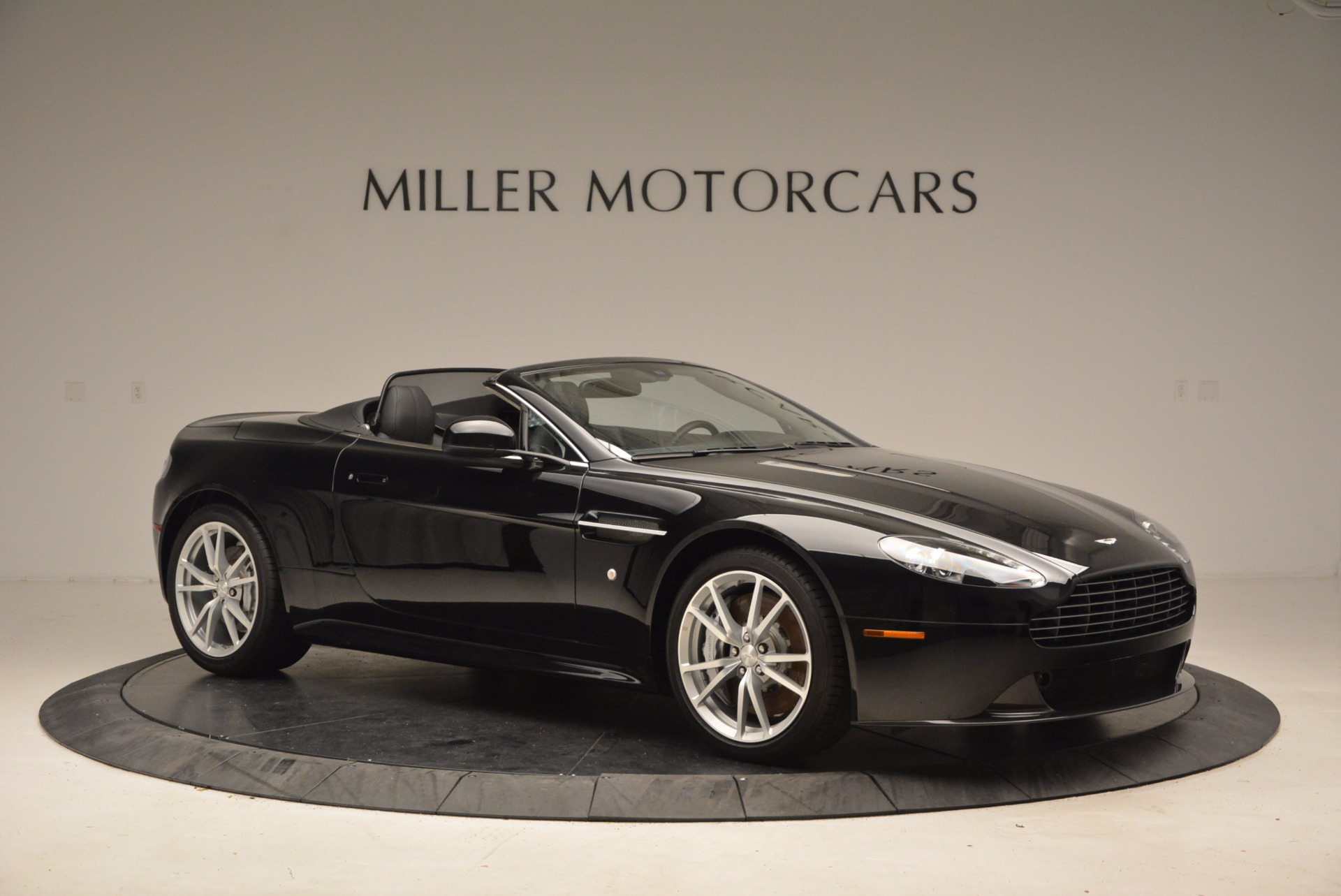 New 2016 Aston Martin V8 Vantage Roadster For Sale In Greenwich, CT. Alfa Romeo of Greenwich, A1213 1546_p10