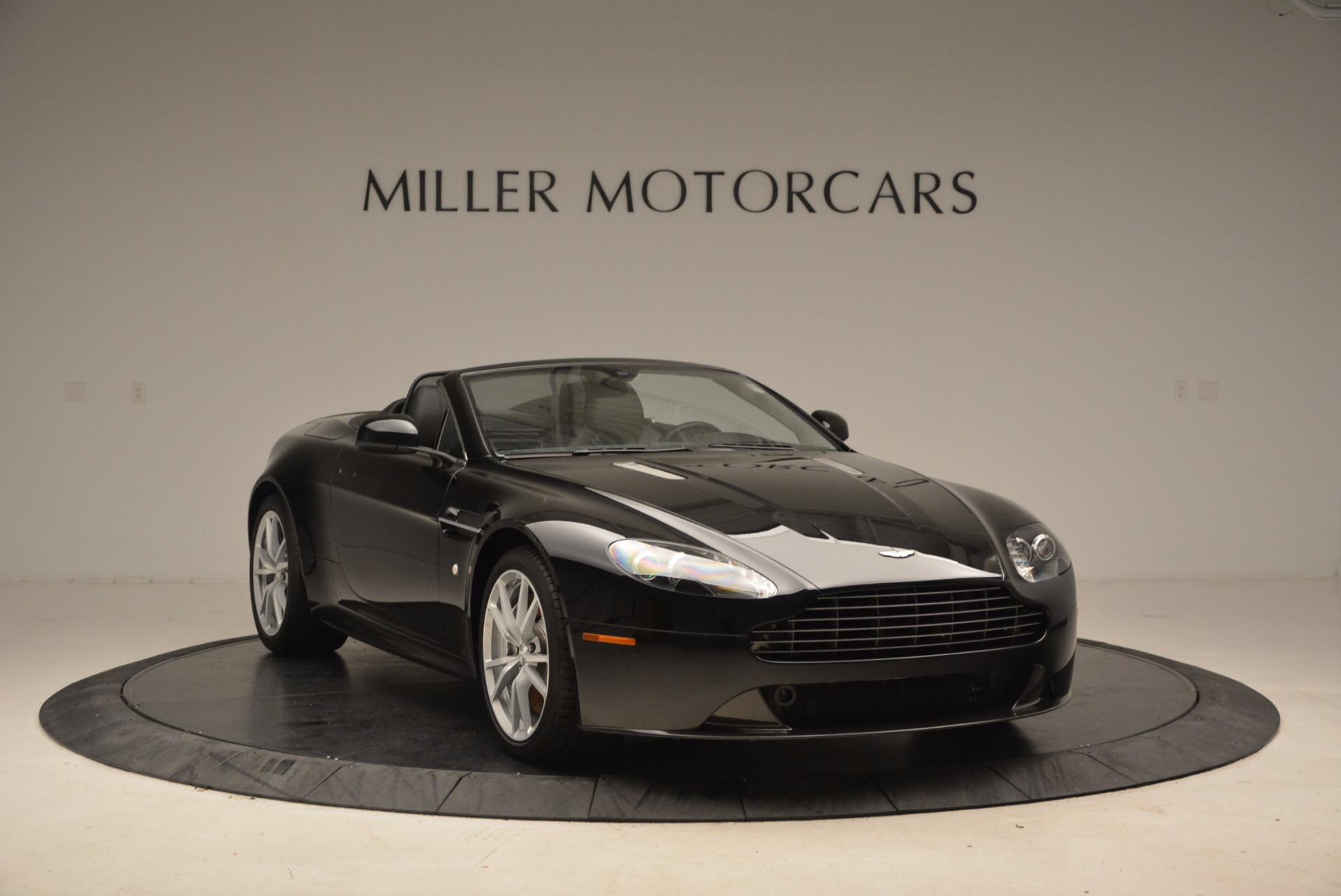 New 2016 Aston Martin V8 Vantage Roadster For Sale In Greenwich, CT. Alfa Romeo of Greenwich, A1213 1546_p11