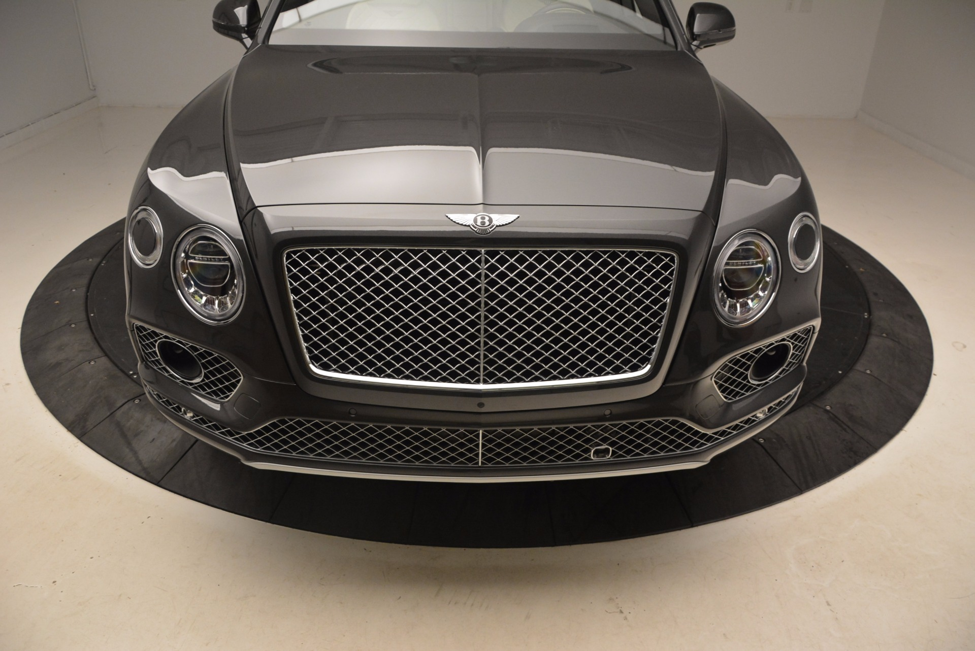 New 2018 Bentley Bentayga Signature For Sale In Greenwich, CT. Alfa Romeo of Greenwich, B1300 1547_p13