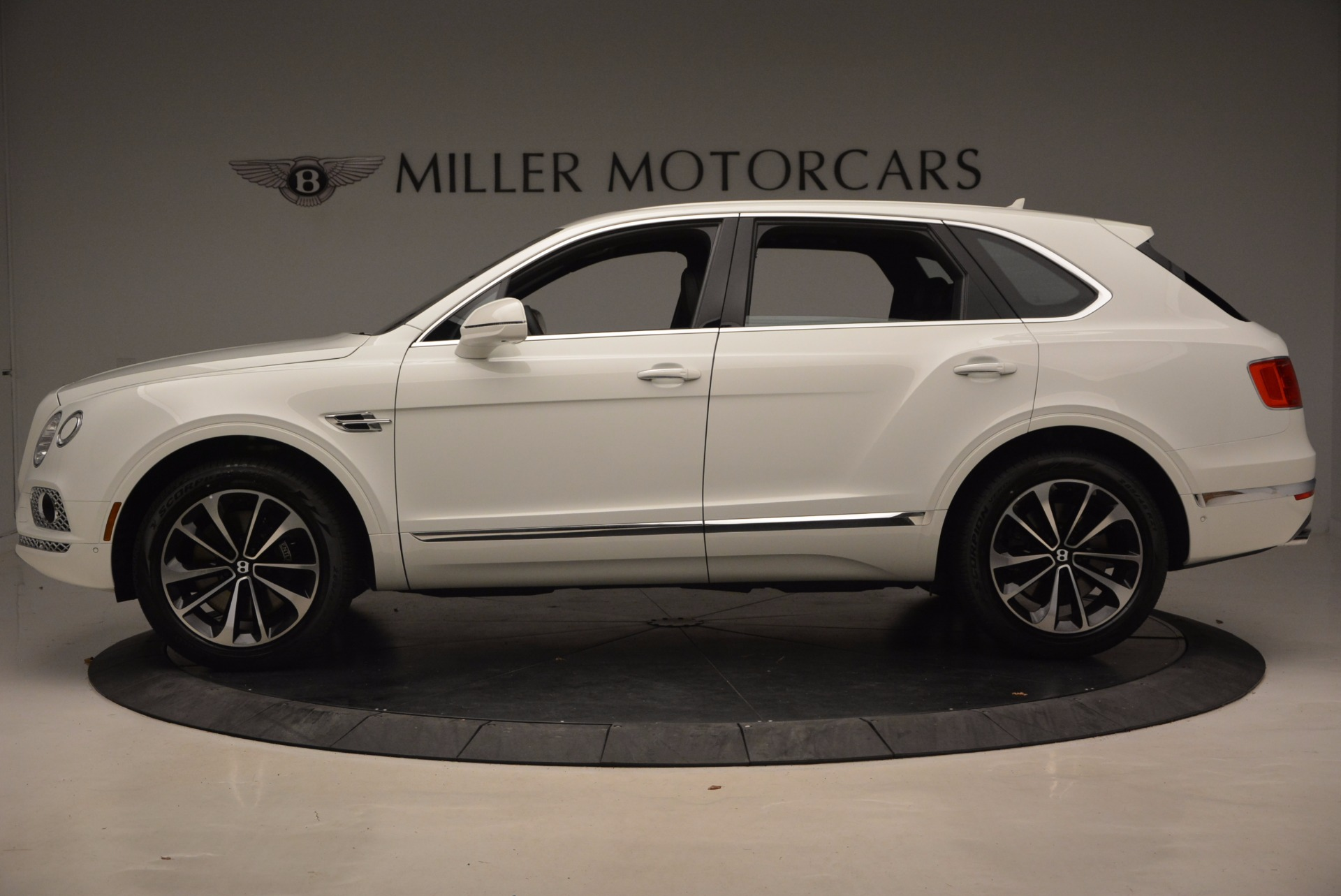 New 2018 Bentley Bentayga Onyx For Sale In Greenwich, CT. Alfa Romeo of Greenwich, B1302 1548_p3