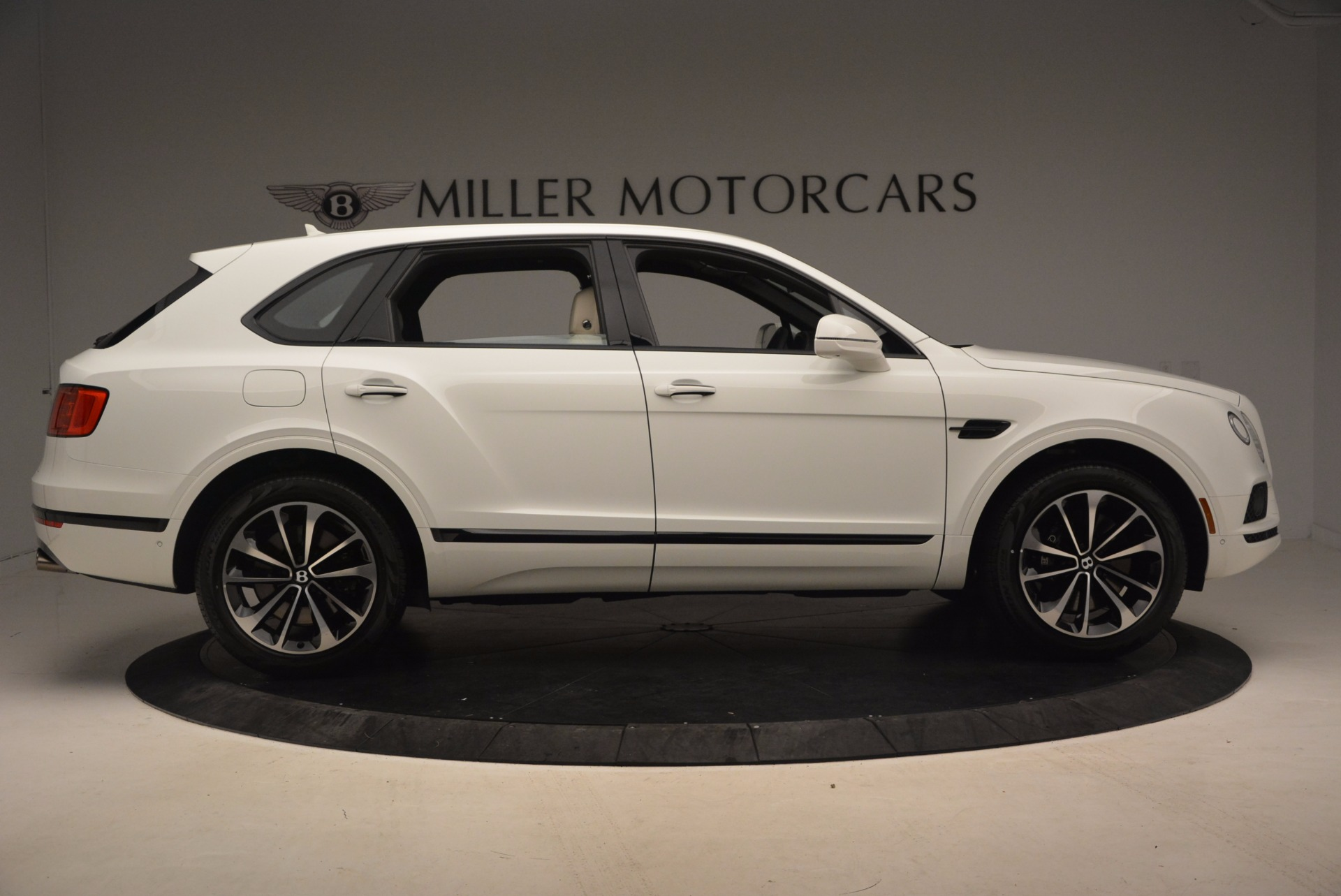 Used 2018 Bentley Bentayga Onyx For Sale In Greenwich, CT. Alfa Romeo of Greenwich, 7485 1549_p9