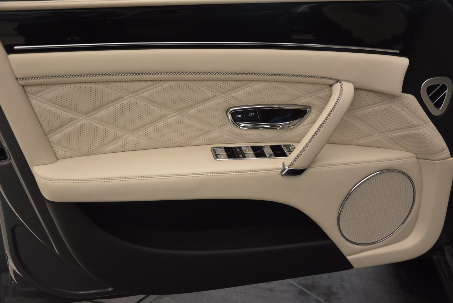 Used 2015 Bentley Flying Spur W12 For Sale In Greenwich, CT. Alfa Romeo of Greenwich, 7280 1582_p21