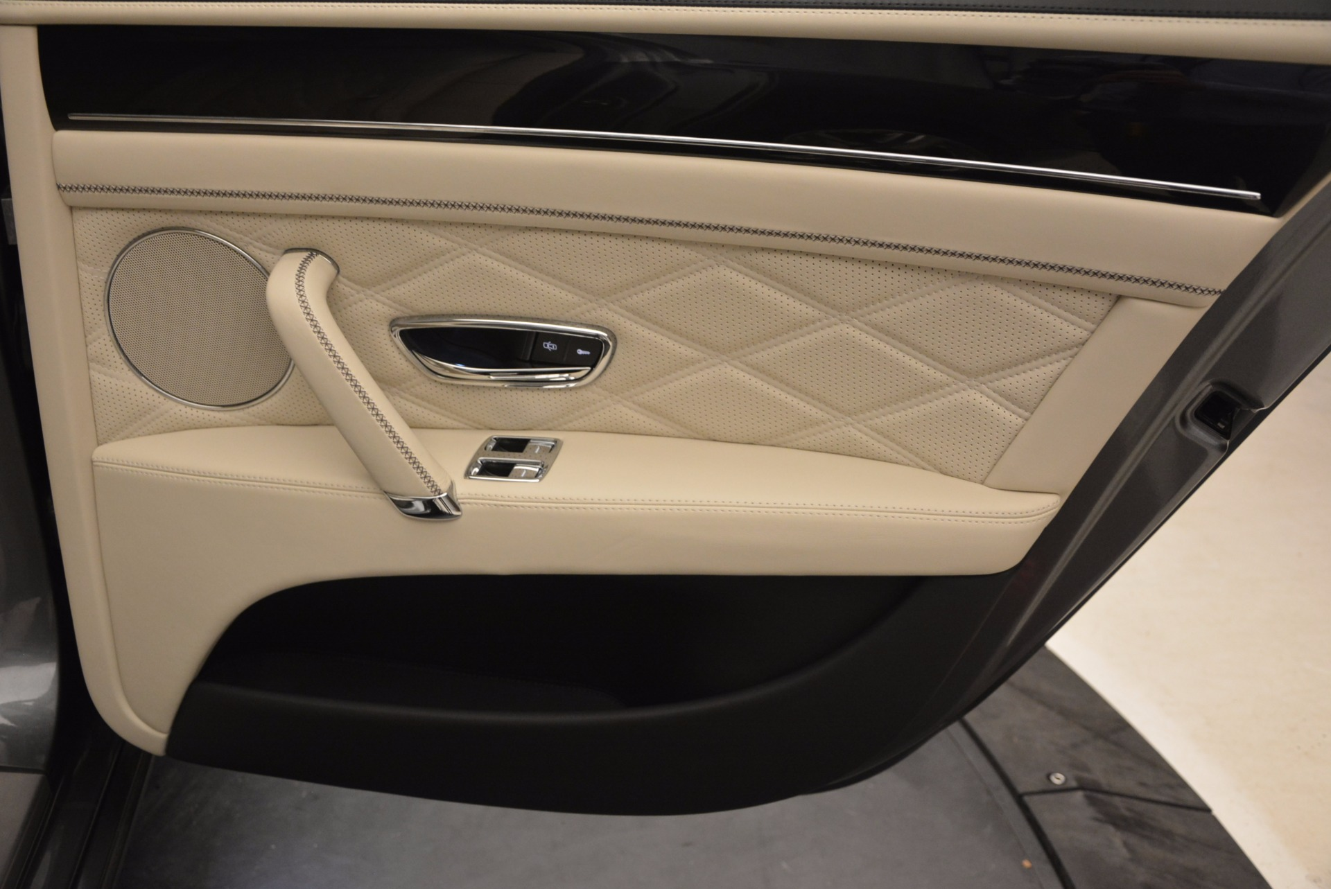 Used 2015 Bentley Flying Spur W12 For Sale In Greenwich, CT. Alfa Romeo of Greenwich, 7280 1582_p33