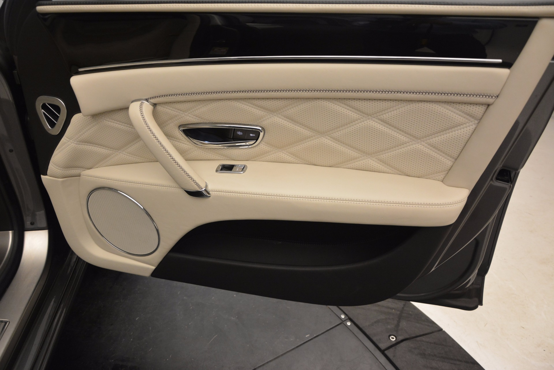 Used 2015 Bentley Flying Spur W12 For Sale In Greenwich, CT. Alfa Romeo of Greenwich, 7280 1582_p38