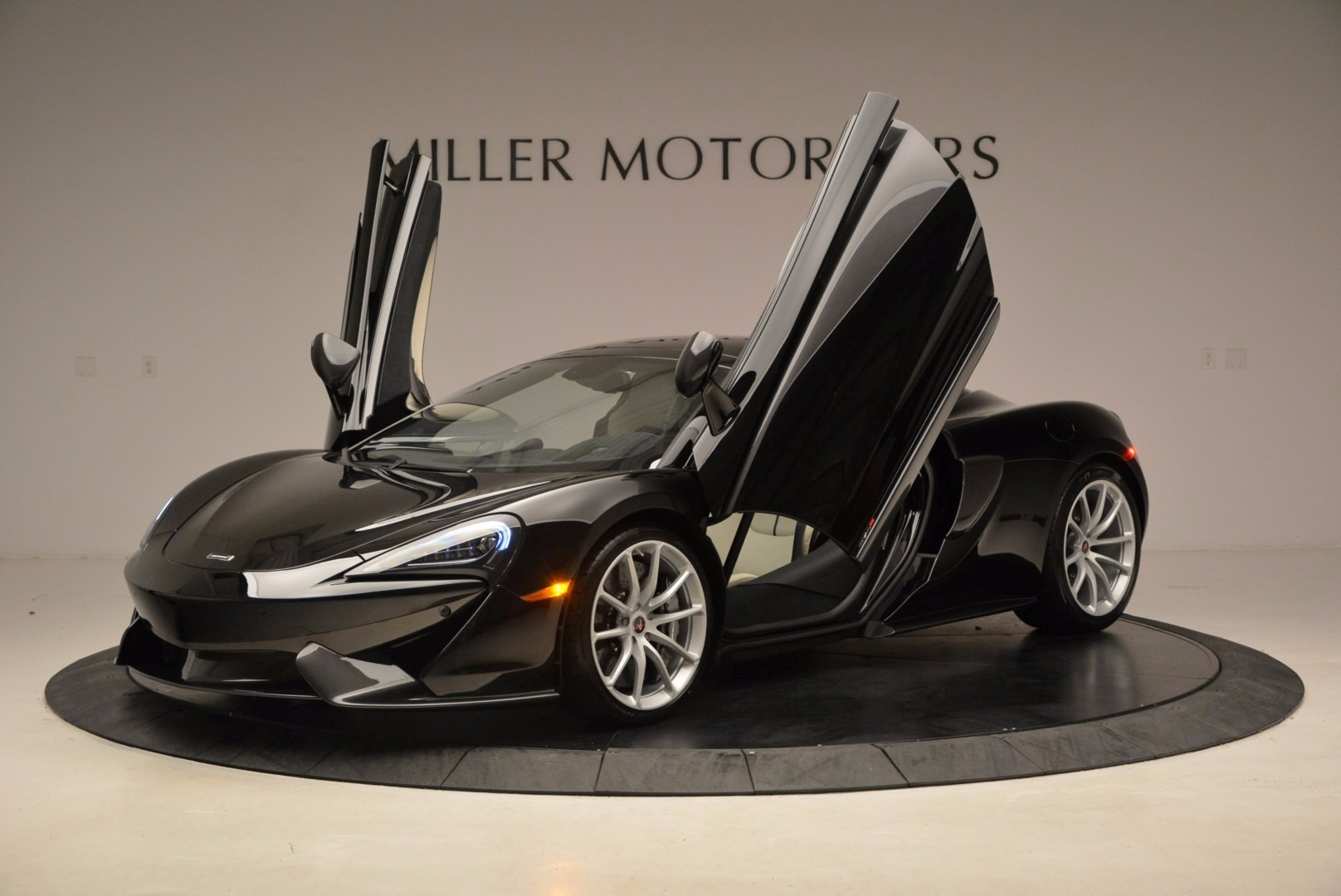 New 2018 McLaren 570S Spider  For Sale In Greenwich, CT. Alfa Romeo of Greenwich, MC317 1595_p14