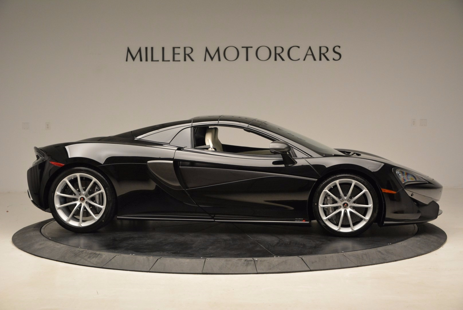 New 2018 McLaren 570S Spider  For Sale In Greenwich, CT. Alfa Romeo of Greenwich, MC317 1595_p20