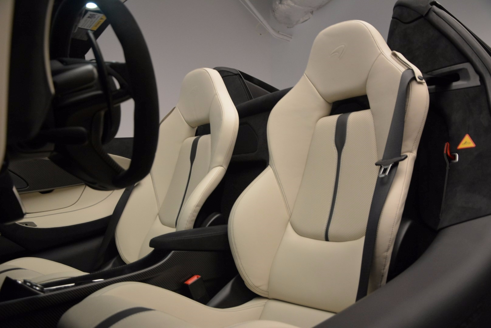 New 2018 McLaren 570S Spider  For Sale In Greenwich, CT. Alfa Romeo of Greenwich, MC317 1595_p27