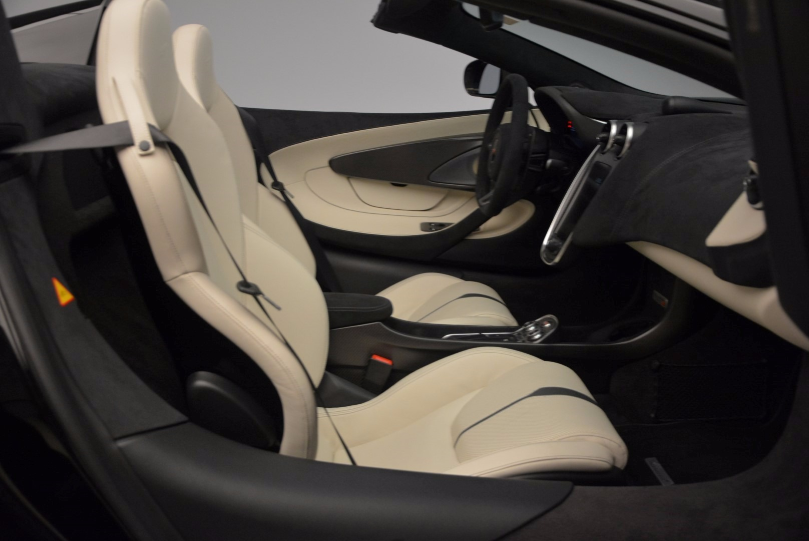 New 2018 McLaren 570S Spider  For Sale In Greenwich, CT. Alfa Romeo of Greenwich, MC317 1595_p29