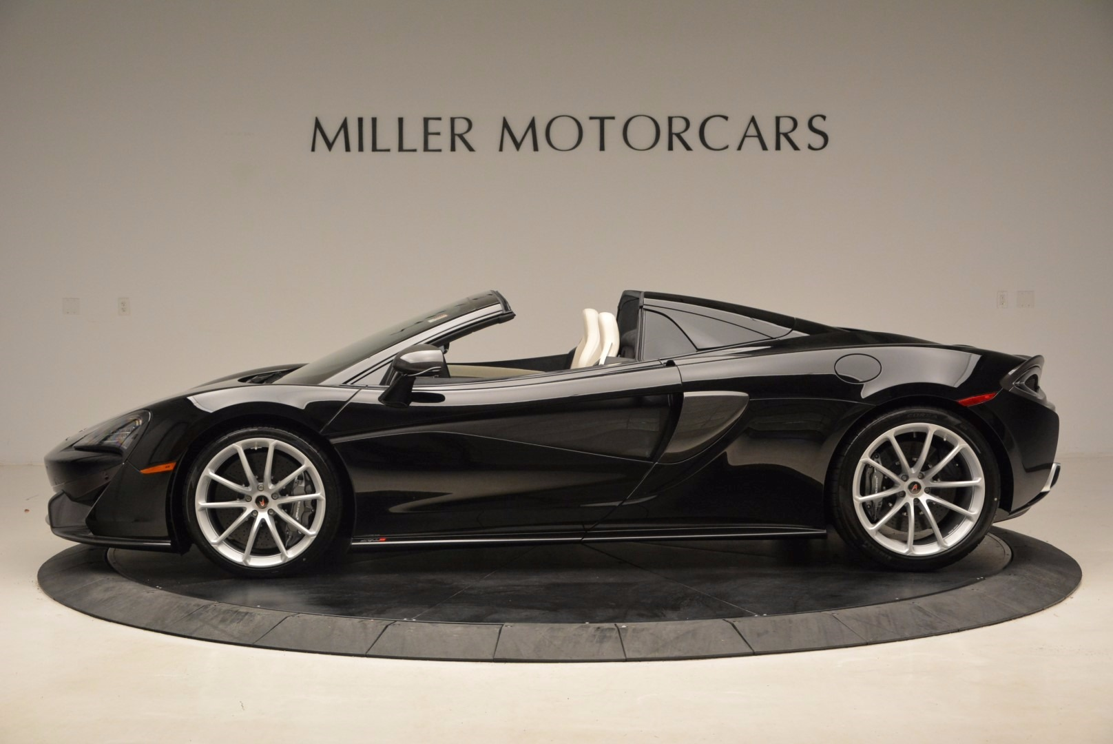 New 2018 McLaren 570S Spider  For Sale In Greenwich, CT. Alfa Romeo of Greenwich, MC317 1595_p3