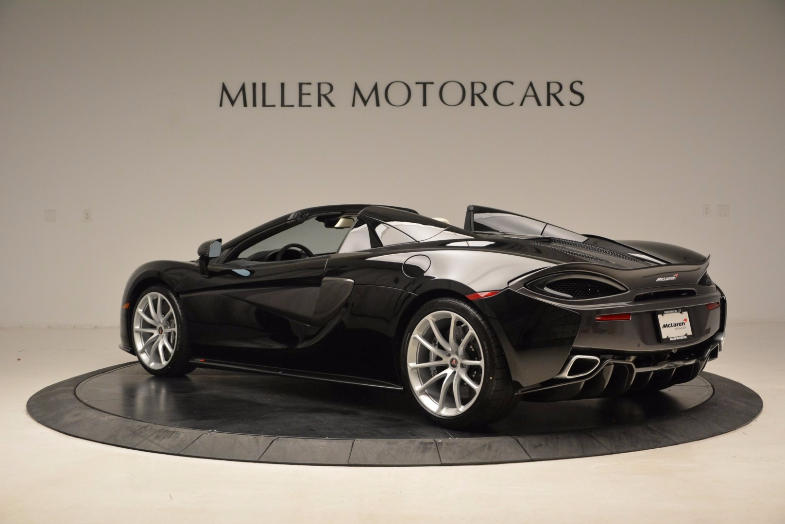 New 2018 McLaren 570S Spider  For Sale In Greenwich, CT. Alfa Romeo of Greenwich, MC317 1595_p4