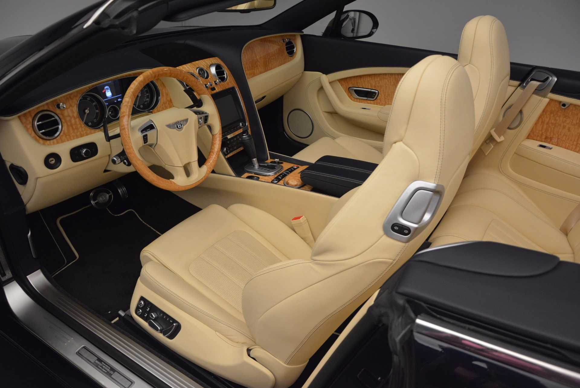 Used 2012 Bentley Continental GTC  For Sale In Greenwich, CT. Alfa Romeo of Greenwich, 7010 16_p33