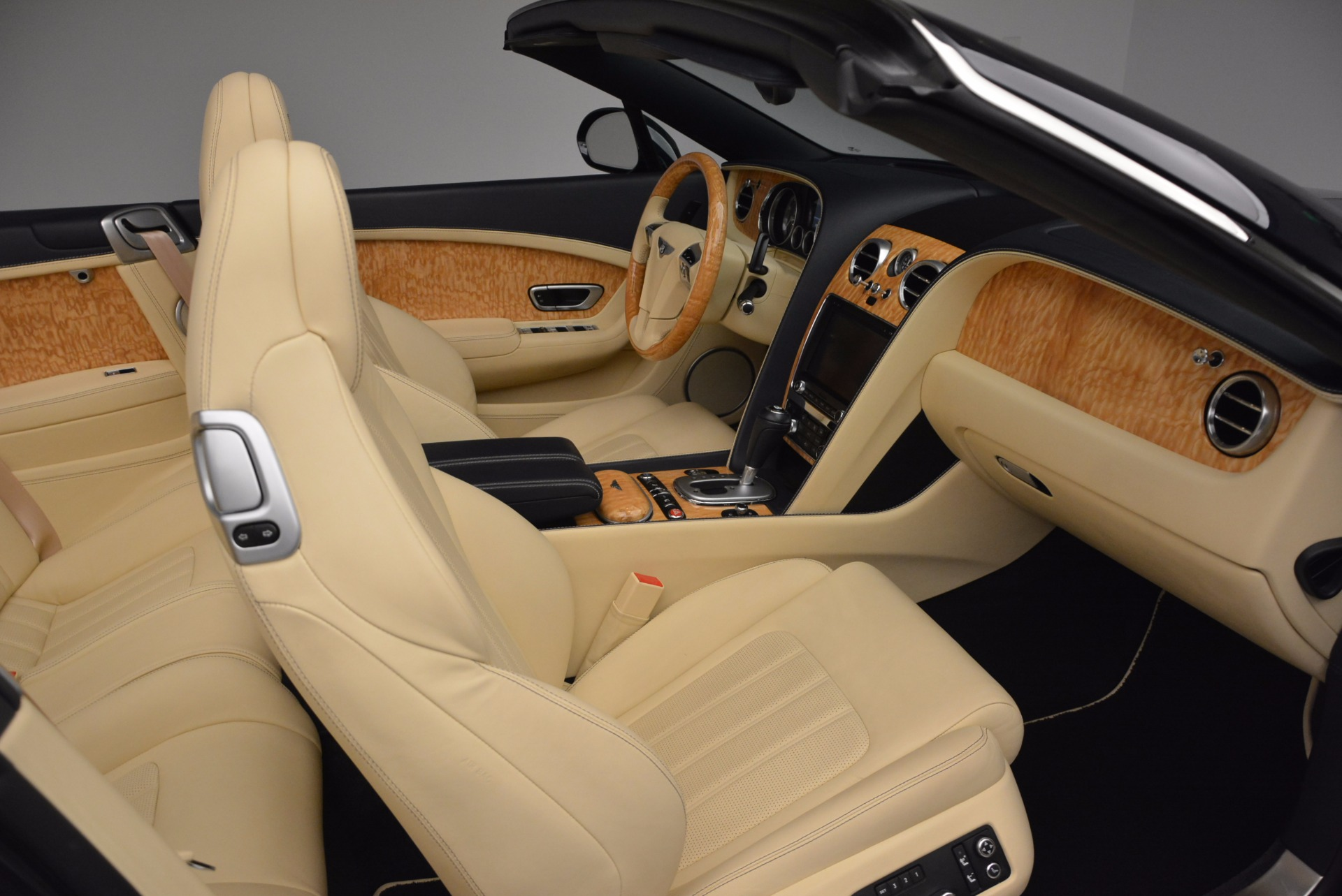 Used 2012 Bentley Continental GTC  For Sale In Greenwich, CT. Alfa Romeo of Greenwich, 7010 16_p45