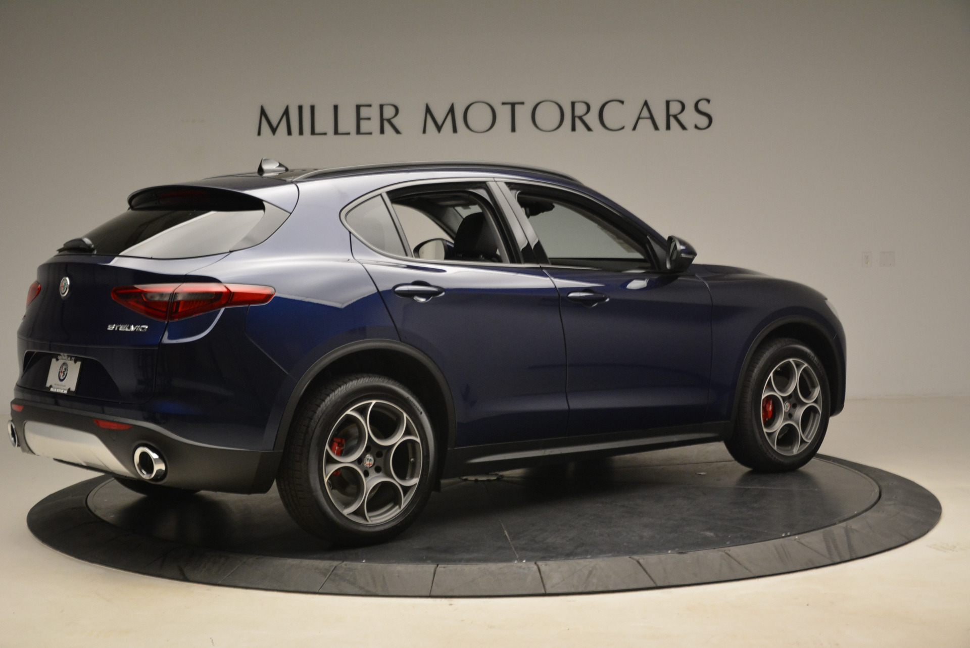 New 2018 Alfa Romeo Stelvio Sport Q4 For Sale In Greenwich, CT. Alfa Romeo of Greenwich, L230 1611_p8